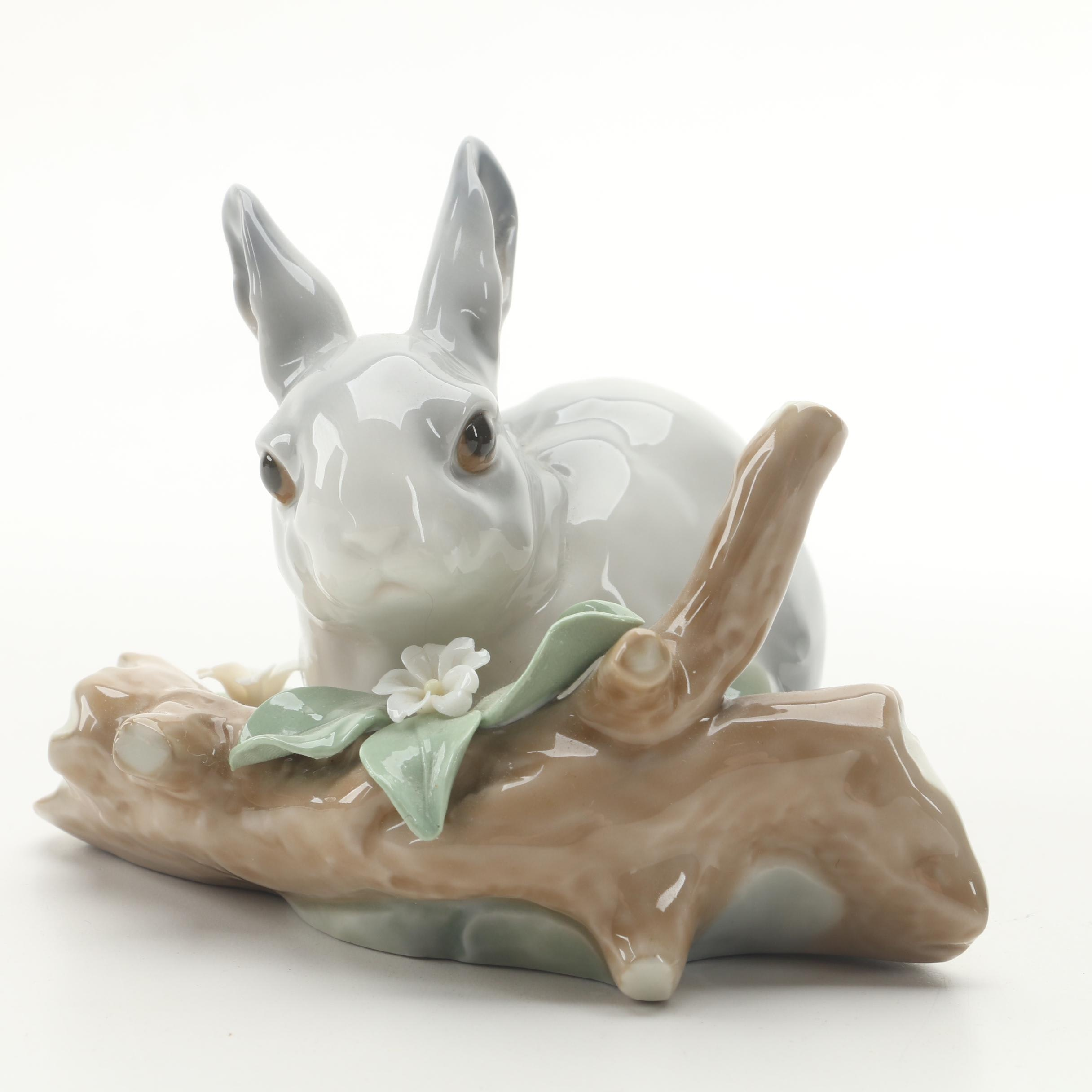 """Lladró """"Rabbit Eating"""" Porcelain Figurine"""