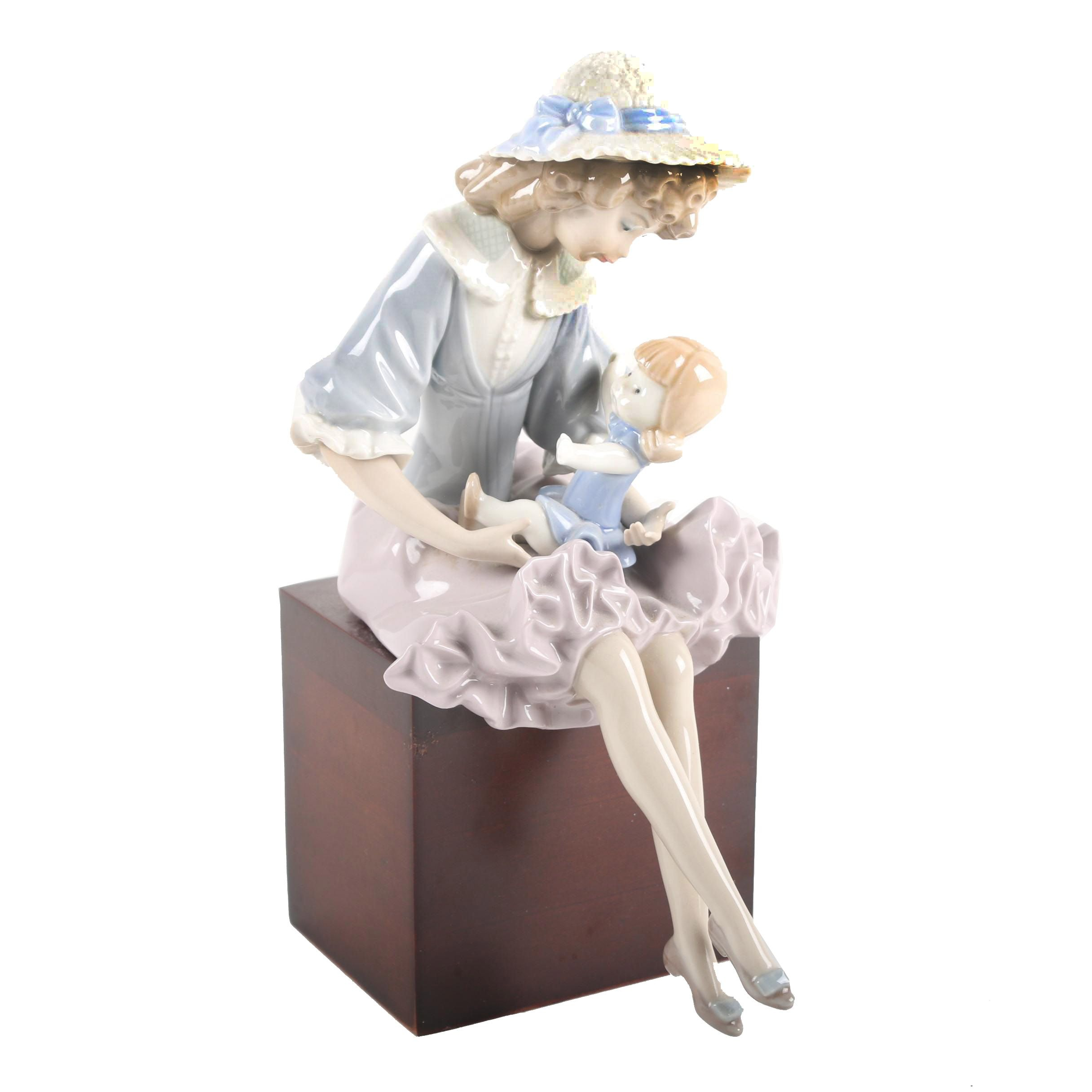 "Lladró Hand-Painted Porcelain Figurine ""Sunbonnet Girl with Doll"""