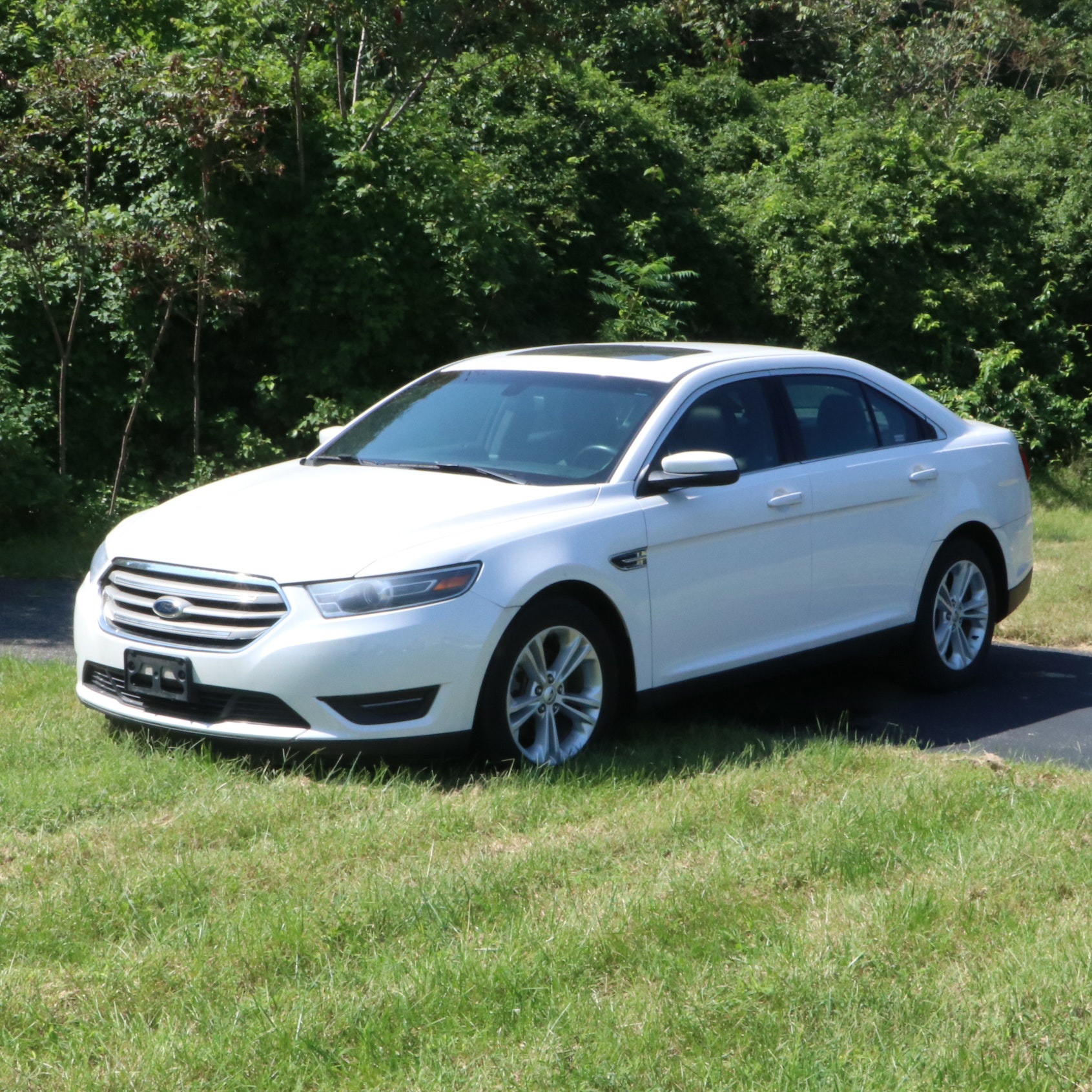 2015 Ford Taurus Select White Sedan