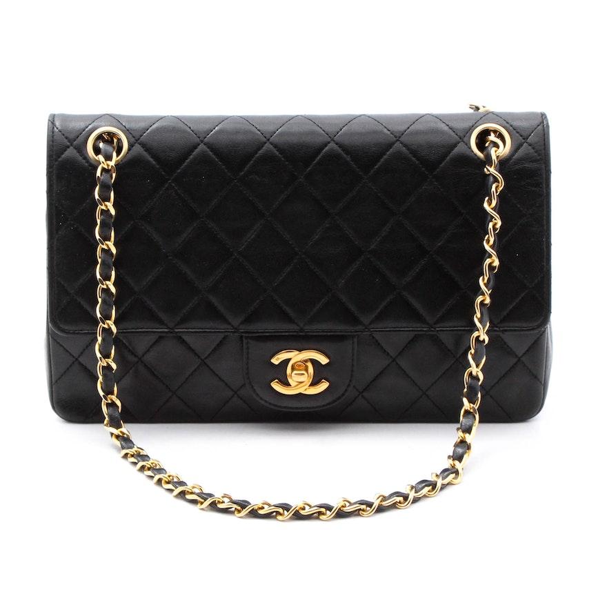 fe8e6e209be3 Chanel Black Leather Handbag with Iconic Closure : EBTH