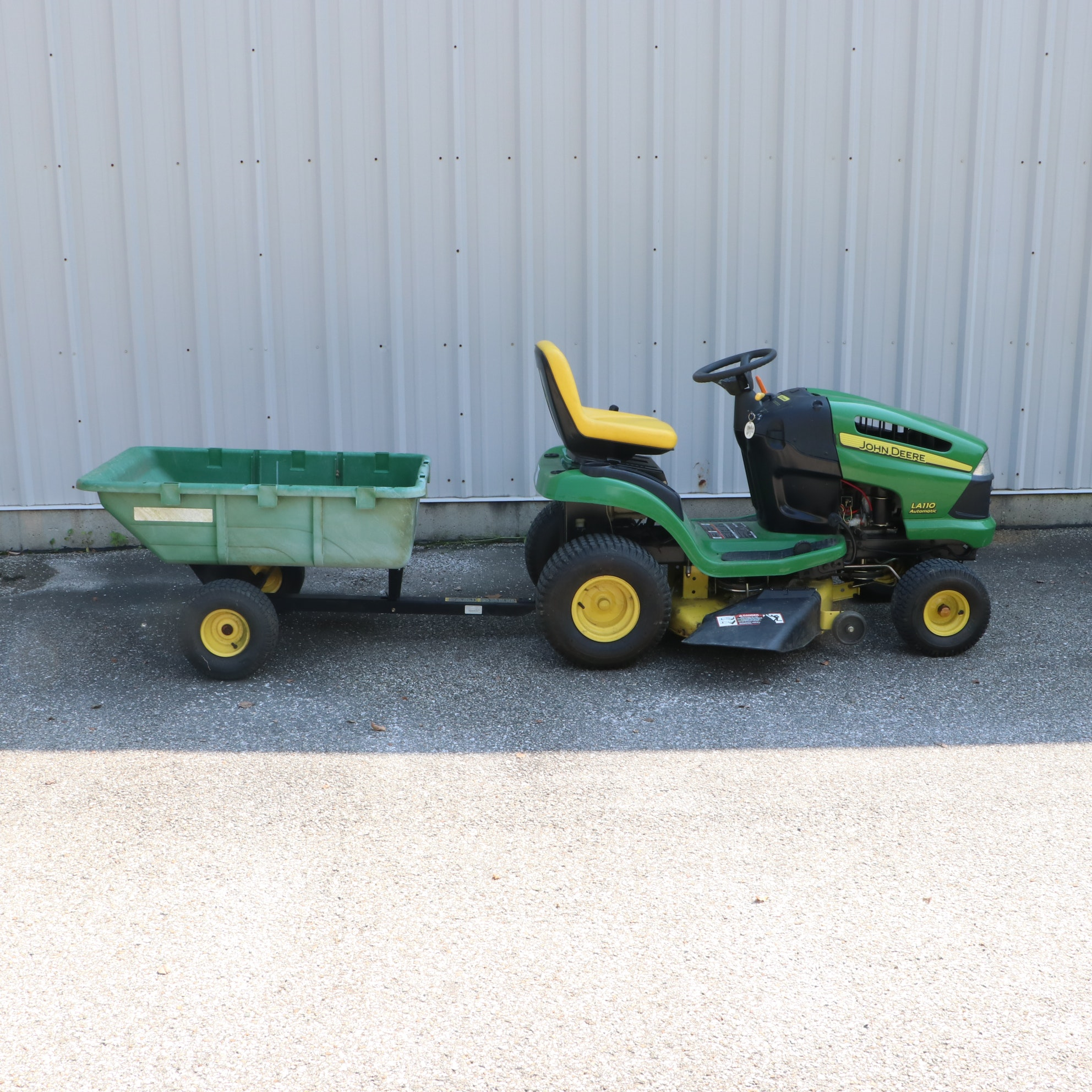 2007 John Deere LA110 Ride on Mower with Trailer