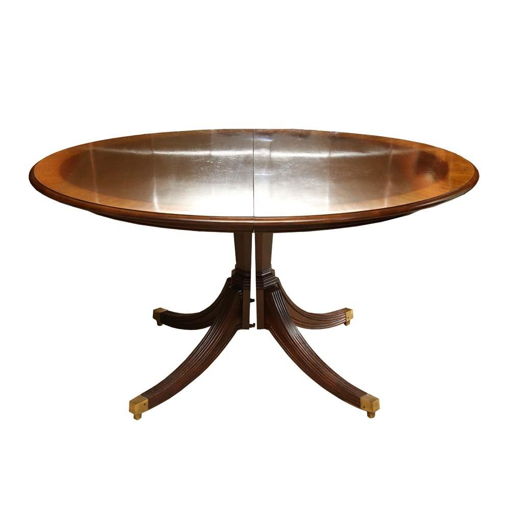 Henredon Banded Mahogany Pedestal Dining Table