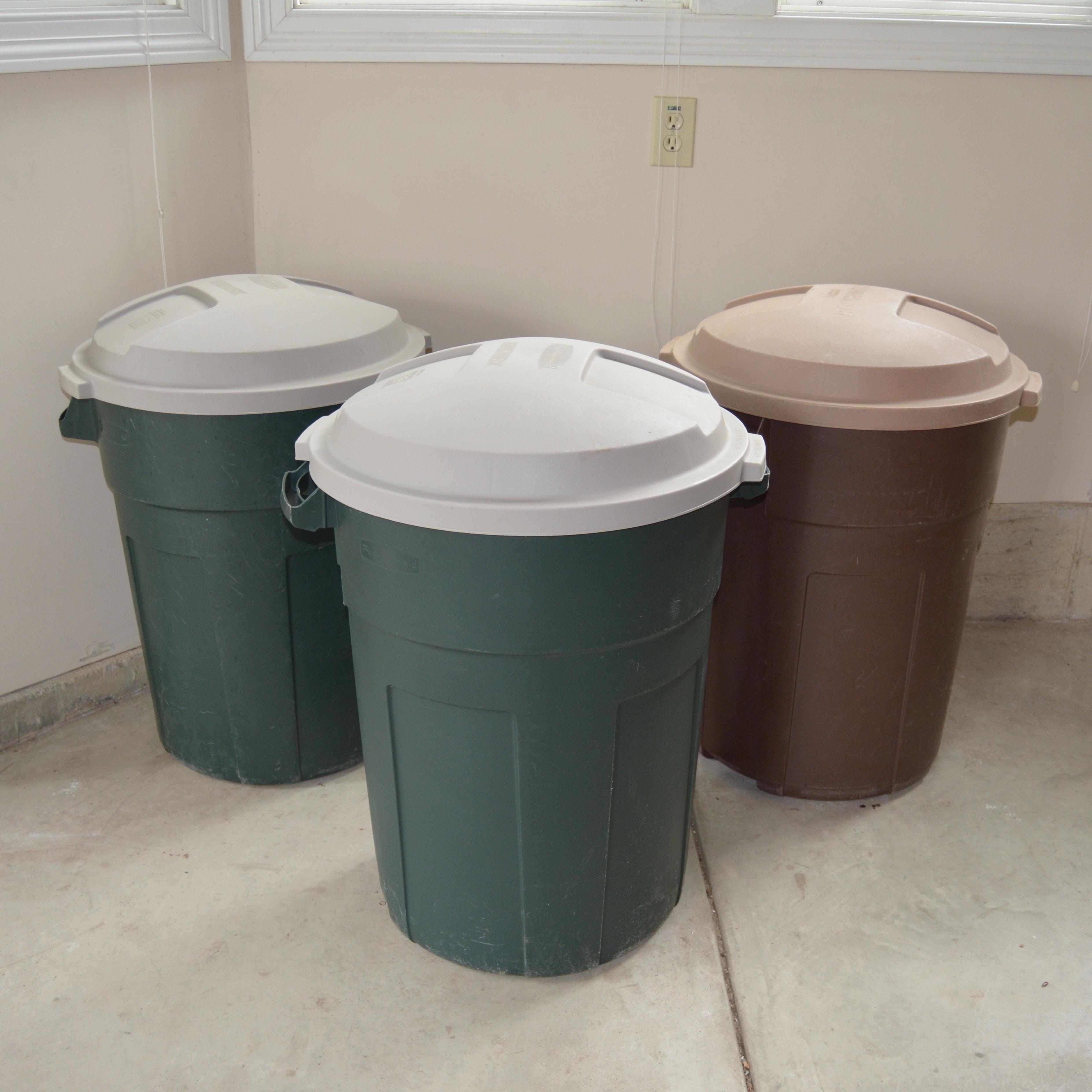 Rubbermaid Roughneck 32 Gallon Trash Cans