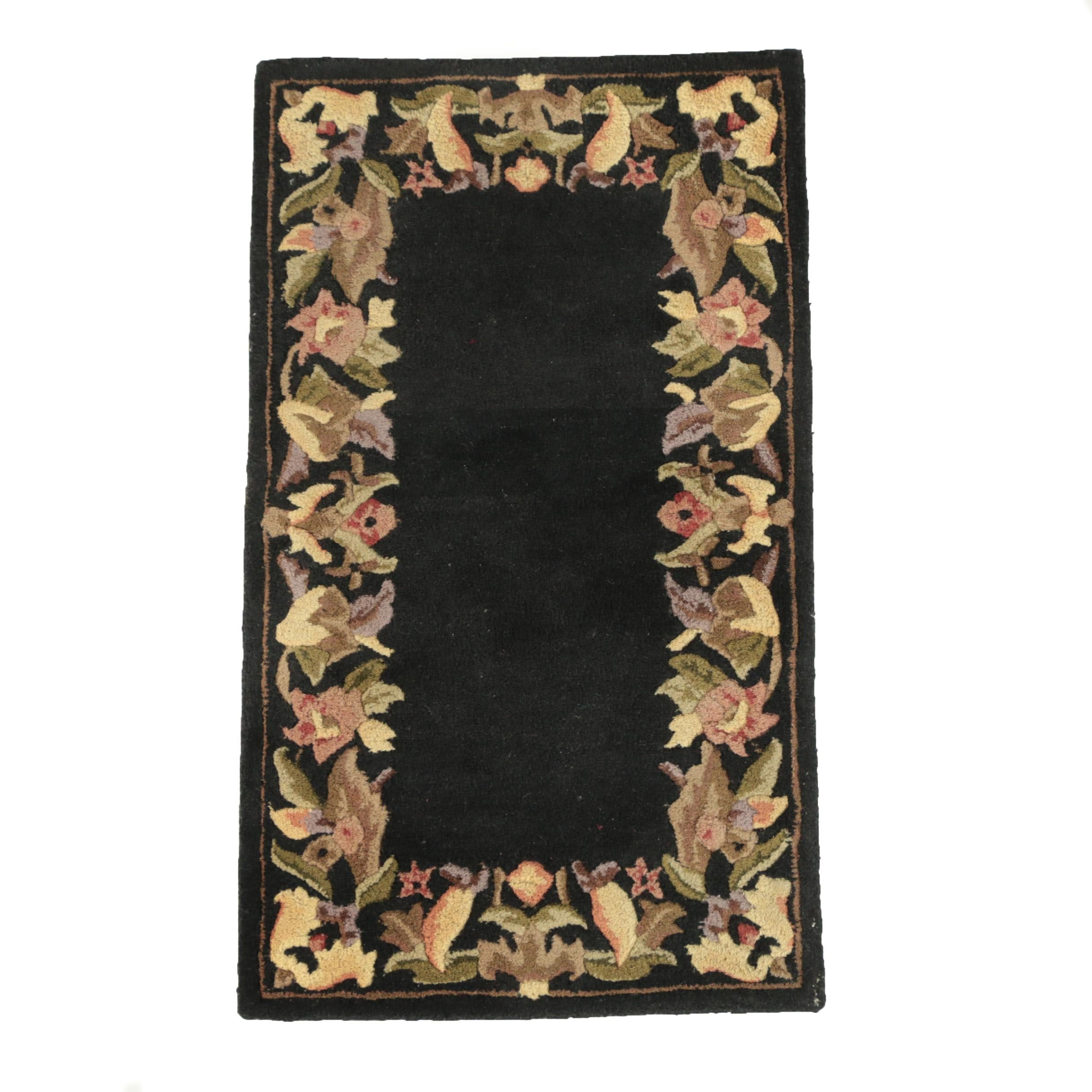 Hand-Tufted Floral and Foliate Themed Carved Wool Rug