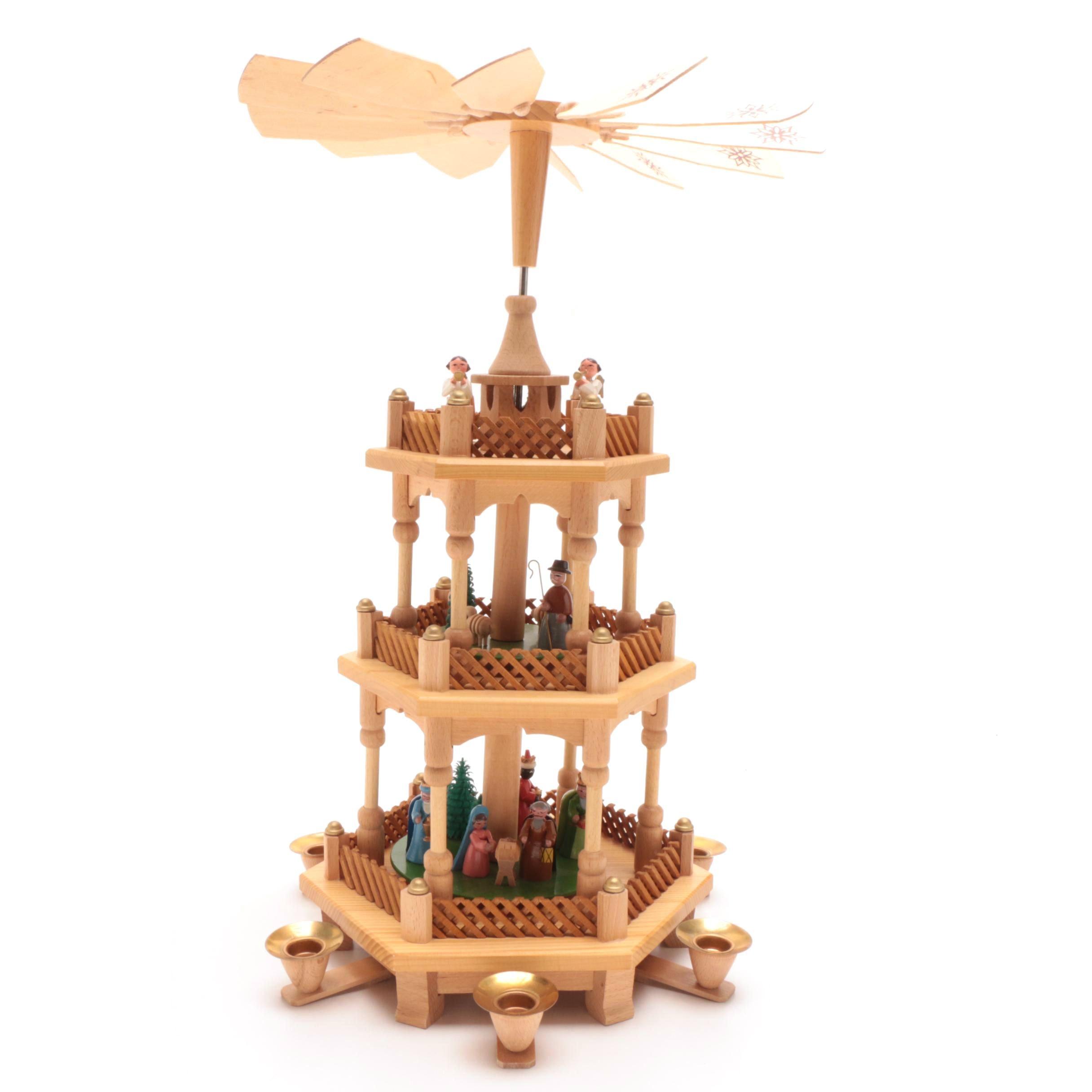 Erzgebirgische & Volkskunst Articulated Wooden Christmas Pyramid