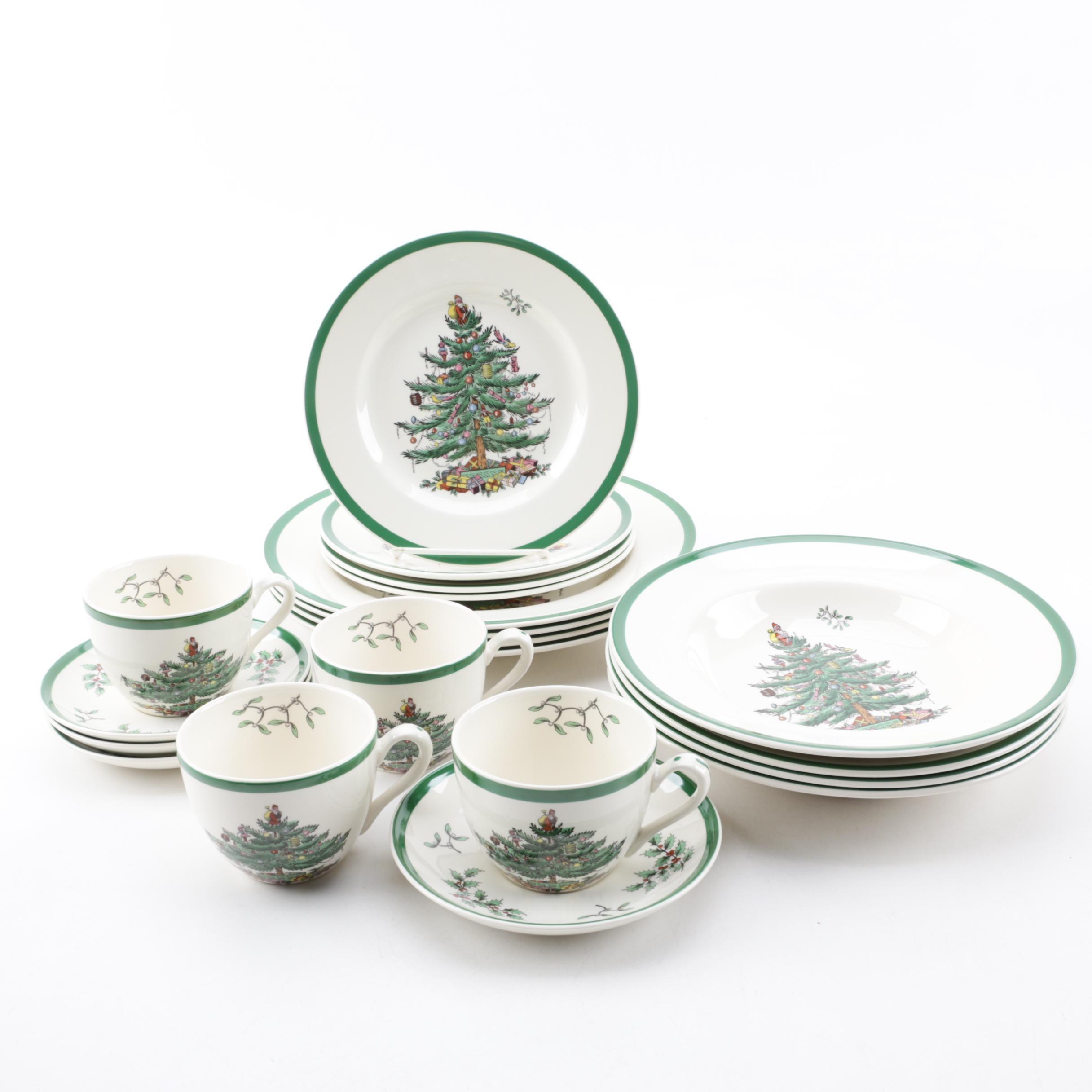 "Spode ""Christmas Tree"" Earthenware Dinner Service for Four"