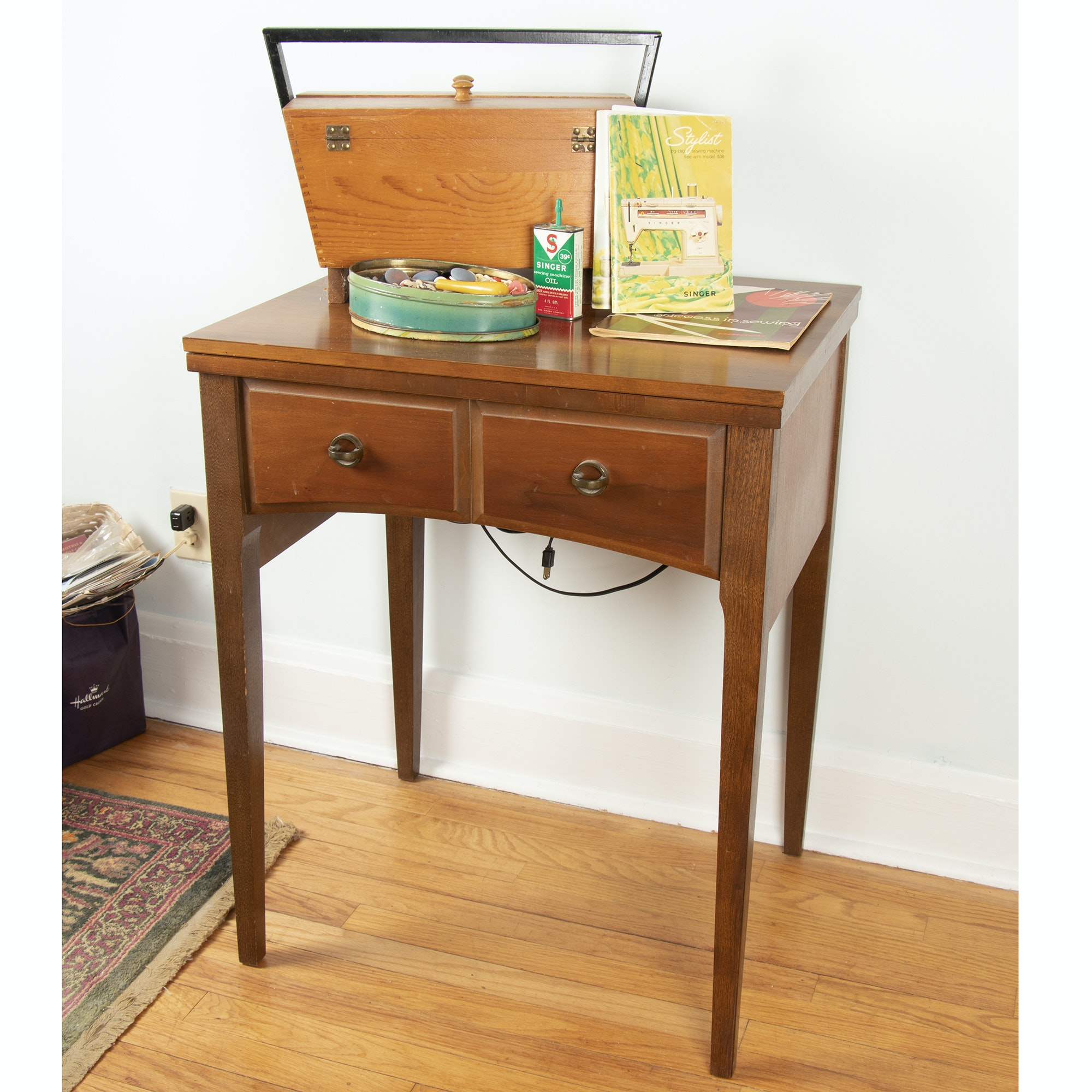 Singer Stylist 538 Sewing Machine Table with Cherry Cabinet and Accessories