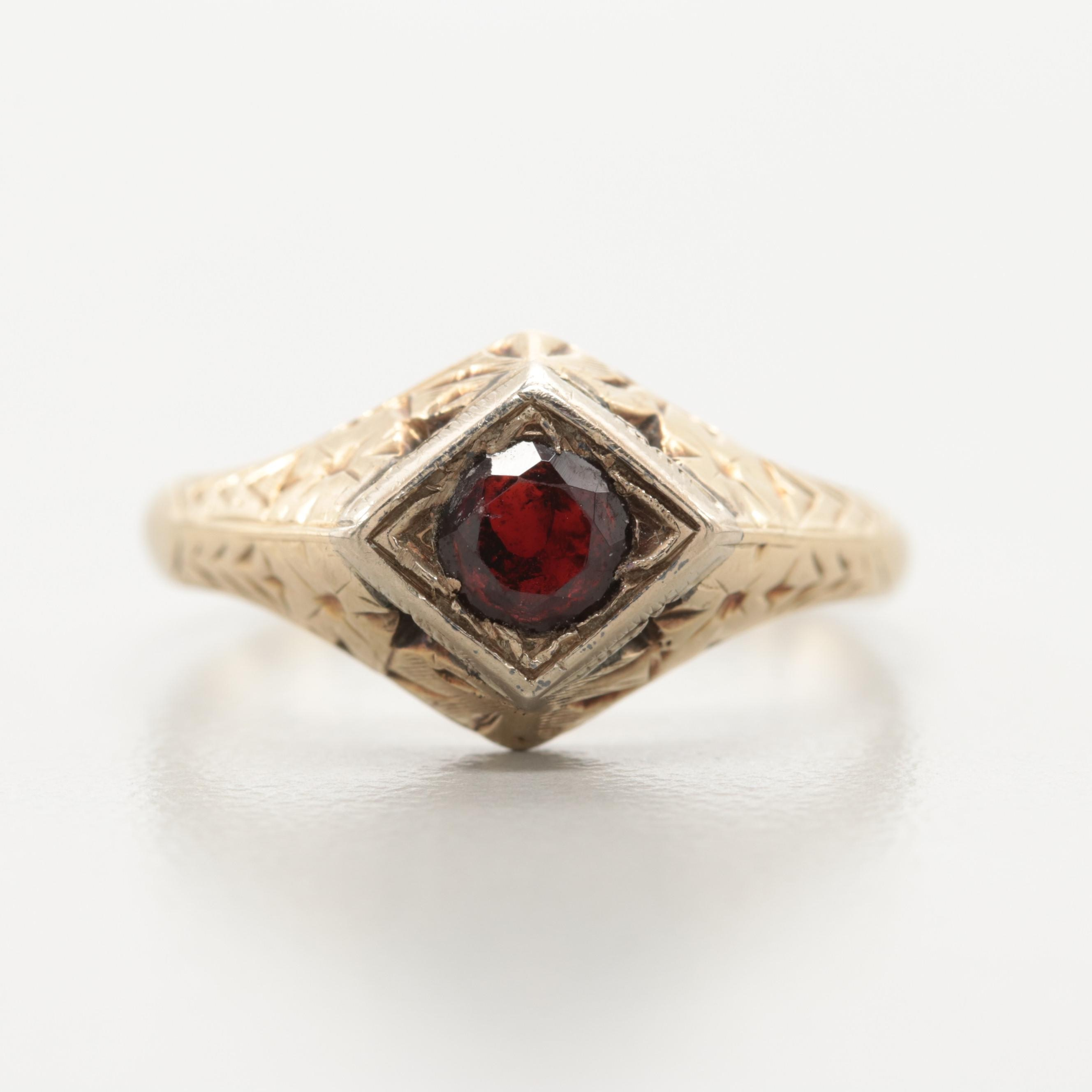 Late Victorian 14K Yellow Gold Garnet Ring