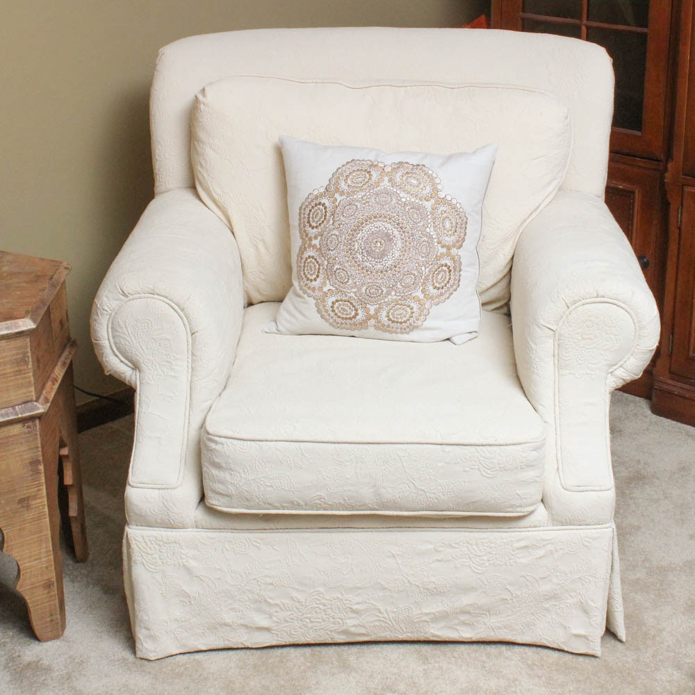 FrontRoom Furnishings Upholstered Armchair