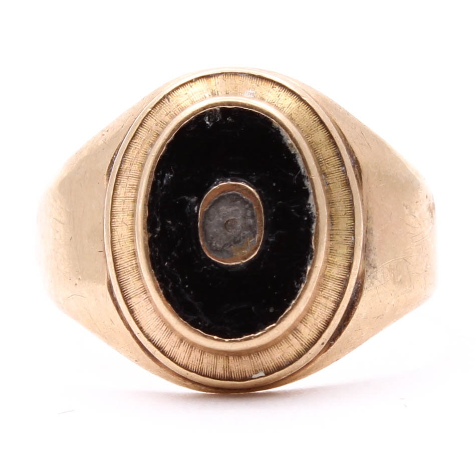 Vintage 10K Yellow Gold Onyx Signet Ring