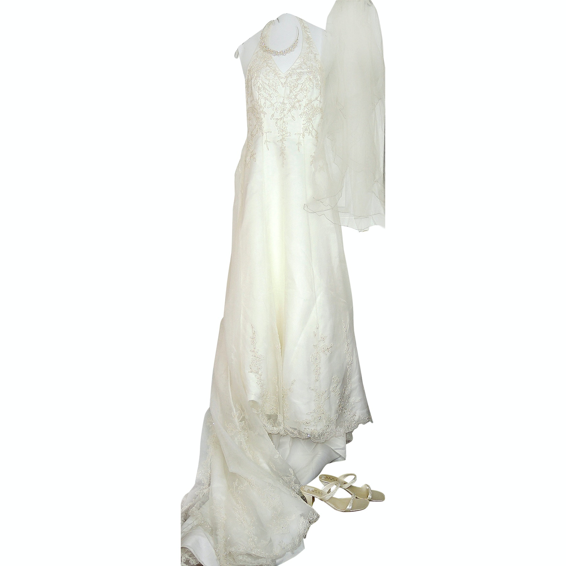 St. Tropez for David's Bridal Wedding Gown with Veil and Accessories