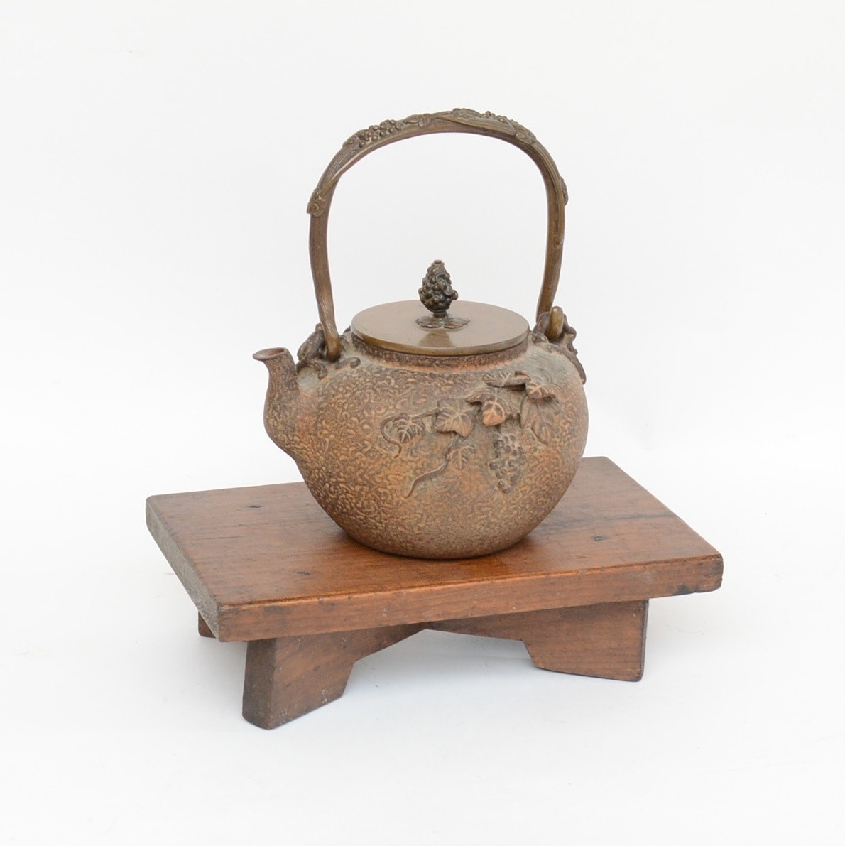 Cast Iron Japanese Teapot with Wooden Tea Tray