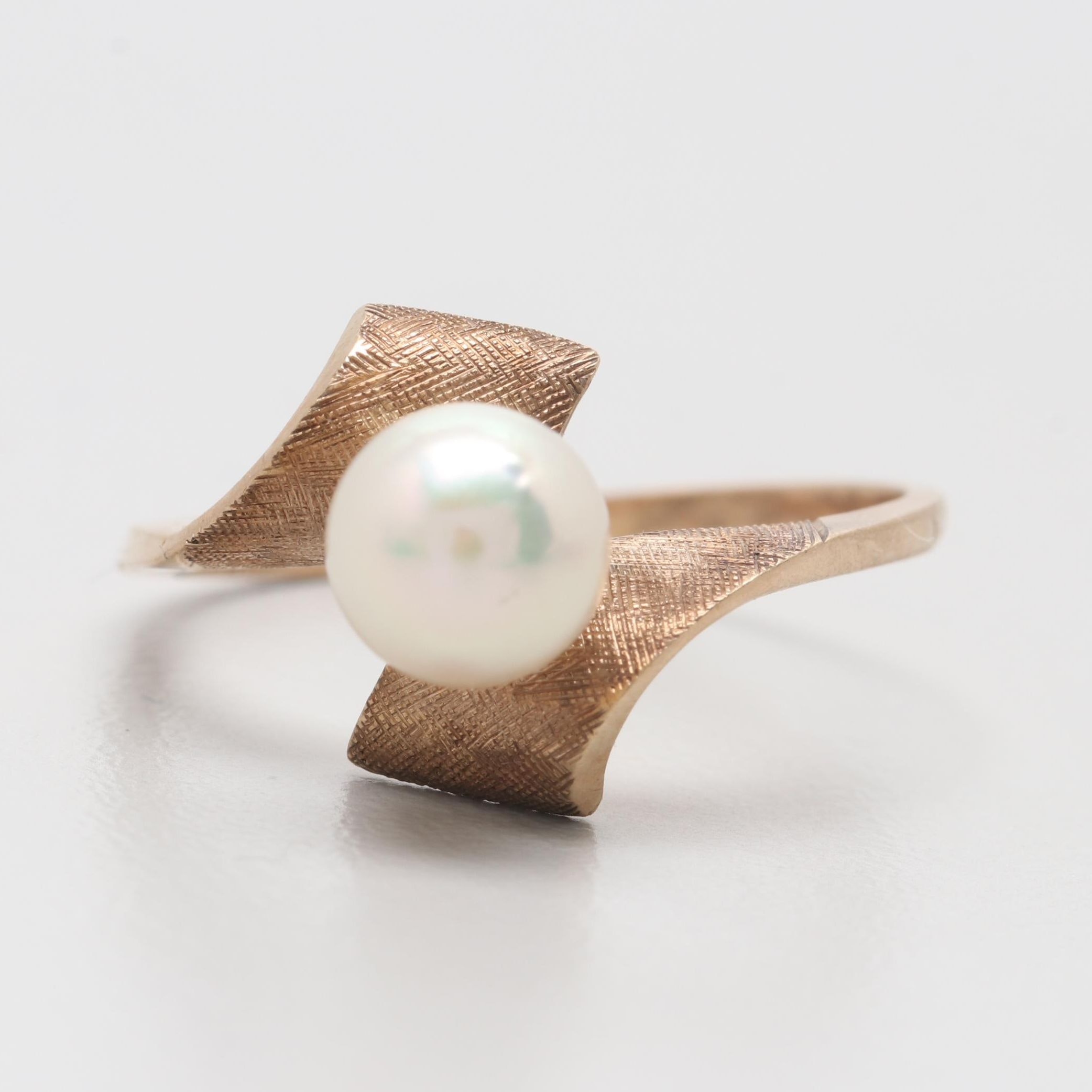 10K Yellow Gold Cultured Pearl Ring with Florentine Texture