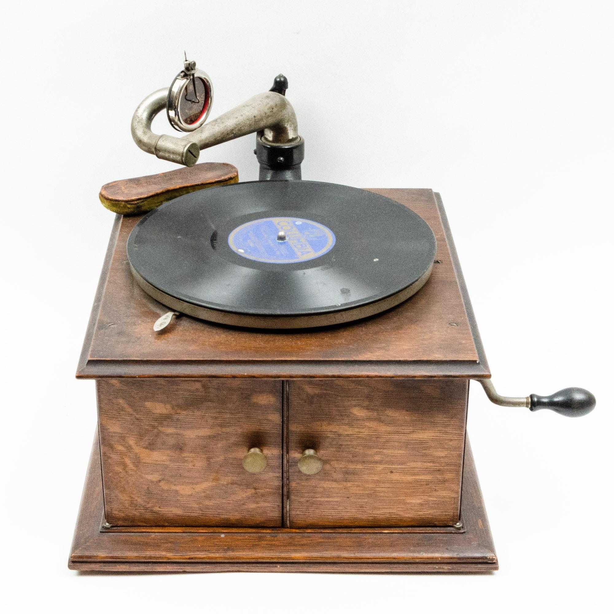 1906 Victrola No. 2 Oak Phonograph