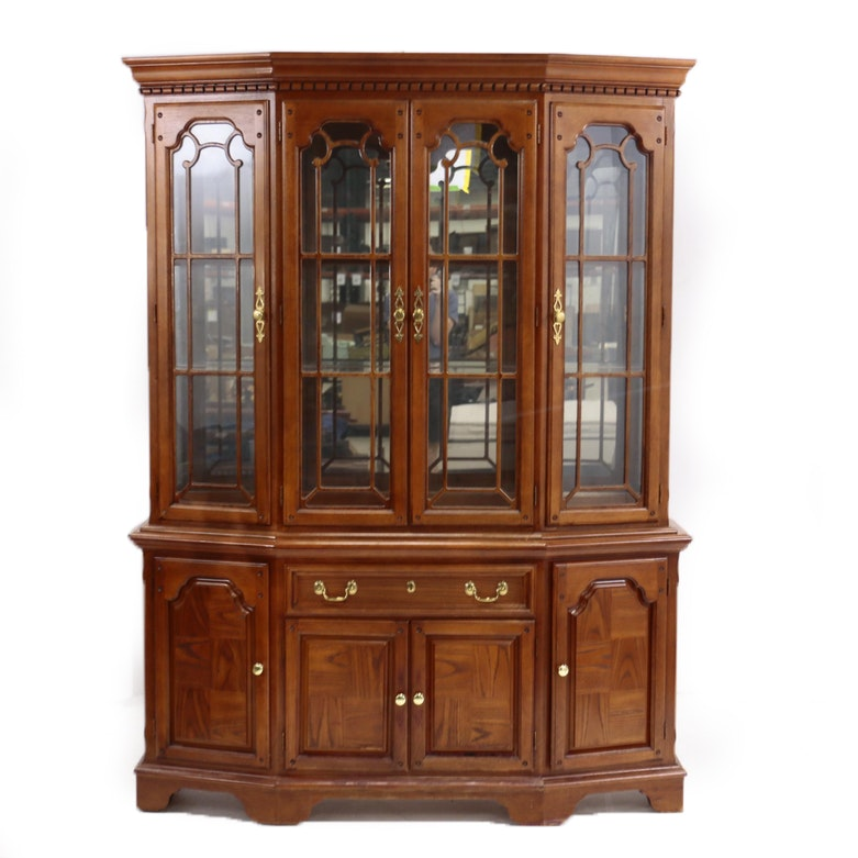 George III Style Oak-Veneered Two-Piece China Cabinet by Lexington, 20th Century