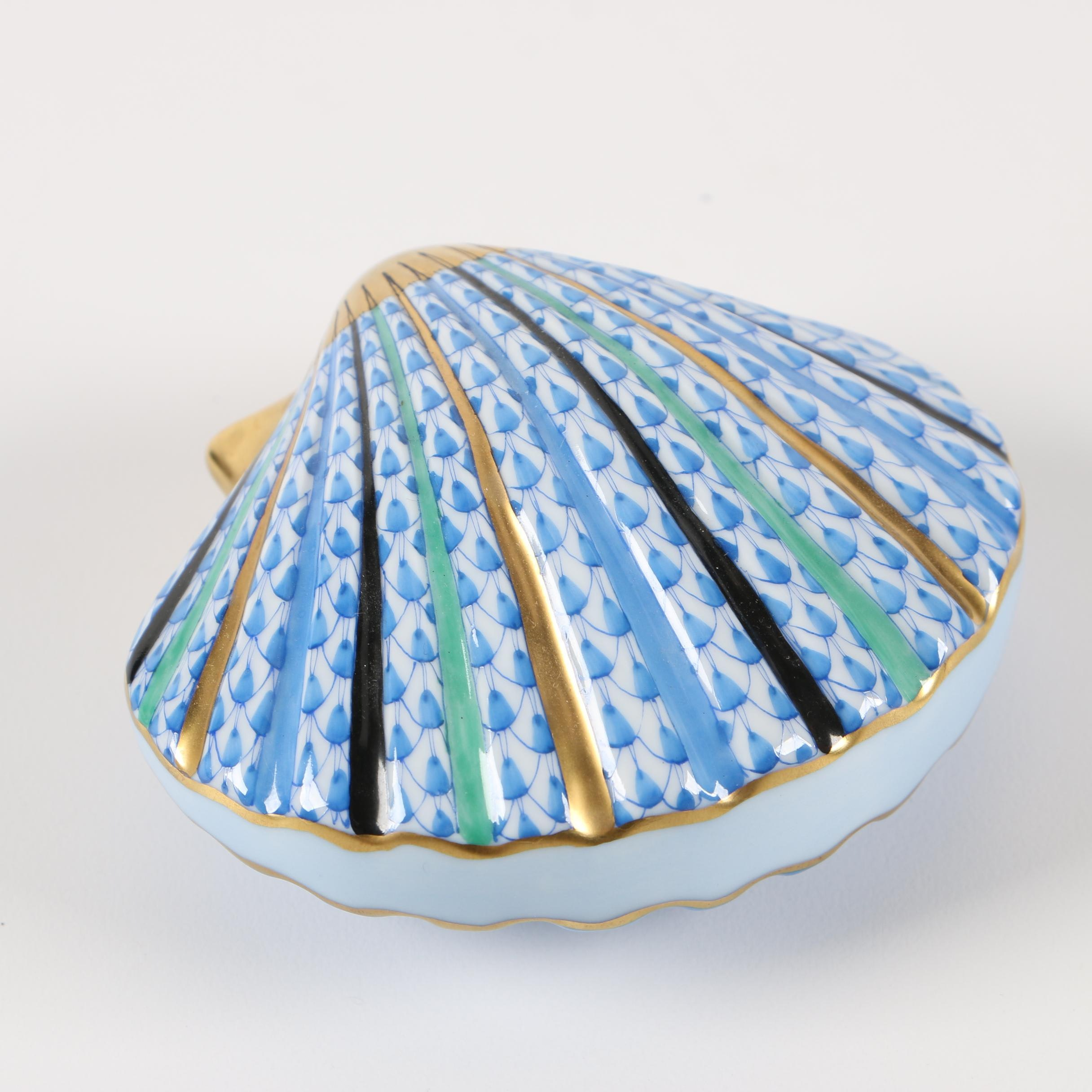 """Herend First Edition Blue Fishnet """"Scallop Shell"""" Porcelain Figurine"""