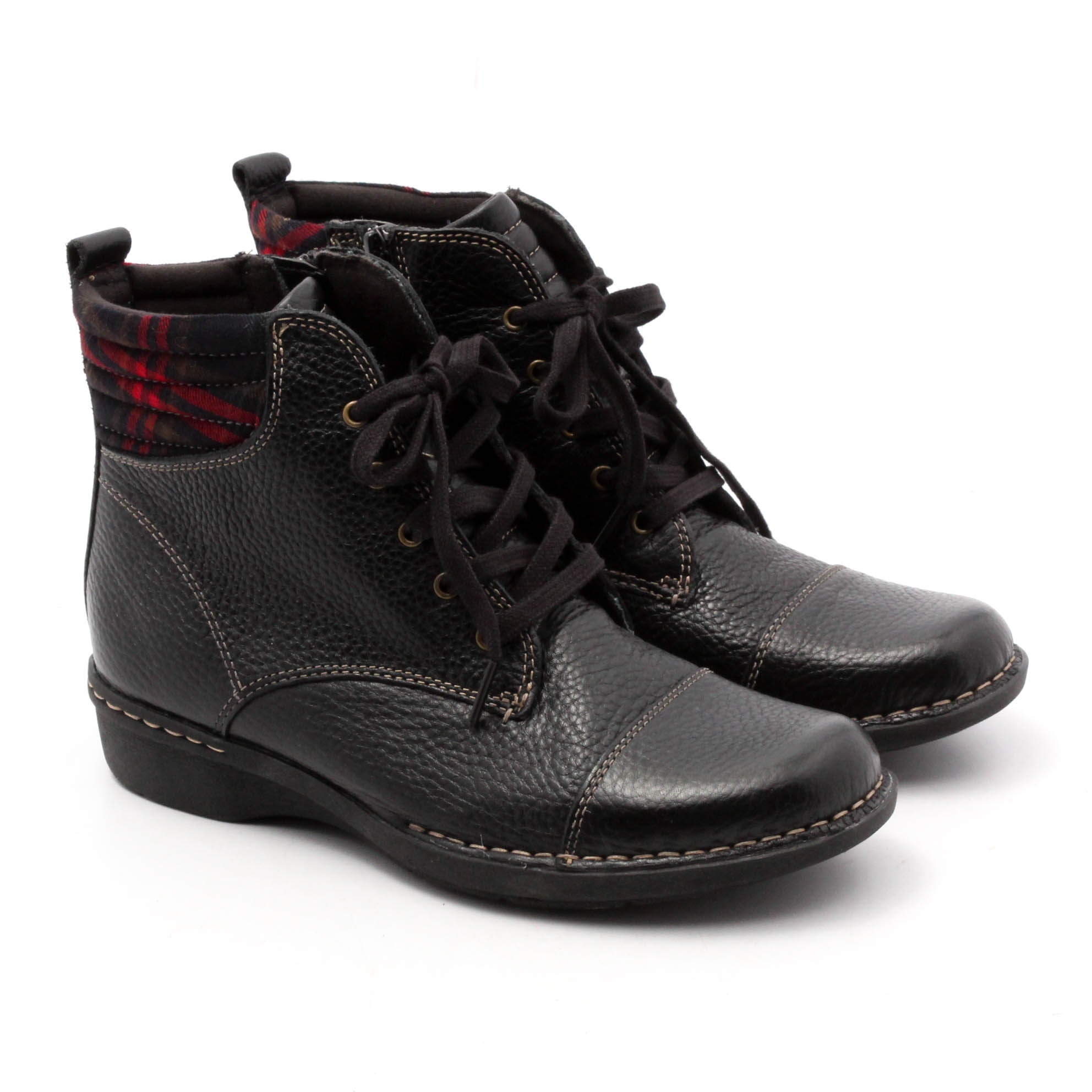 Women's Clarks Black Pebbled Leather Lace-Up Ankle Boots