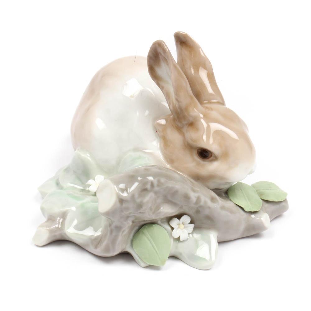 """Lladró Porcelain Figurine """"Rabbit Eating"""""""