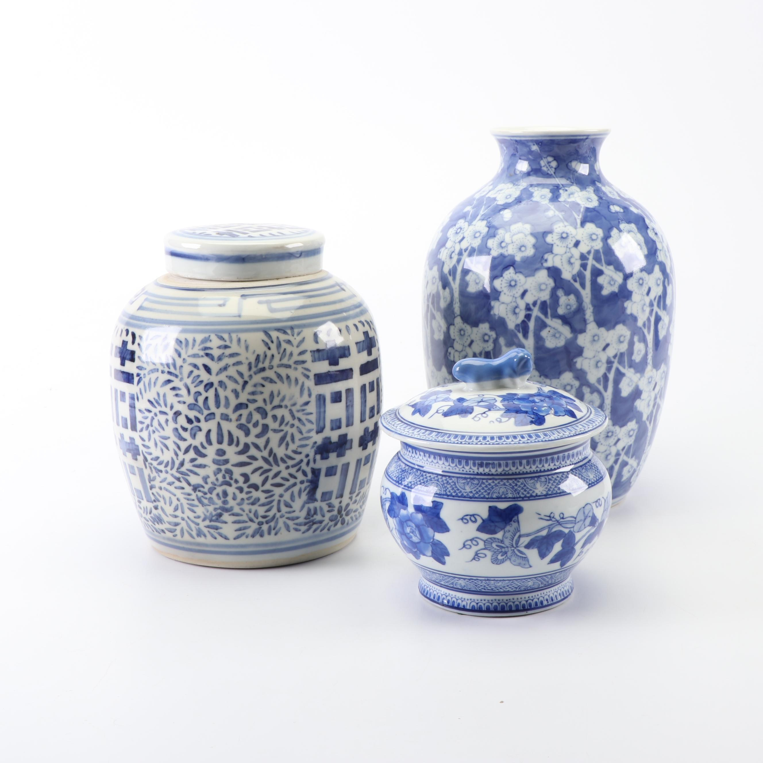 Chinese Blue and White Painted Porcelain Vase and Lidded Jars, Late 20th Century