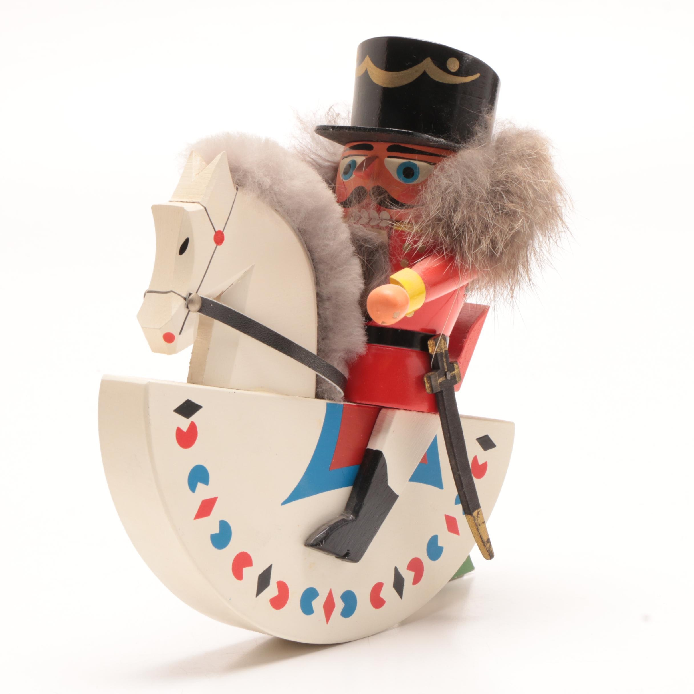 Erzgebirgische Volkskunst Carved German Nutcracker