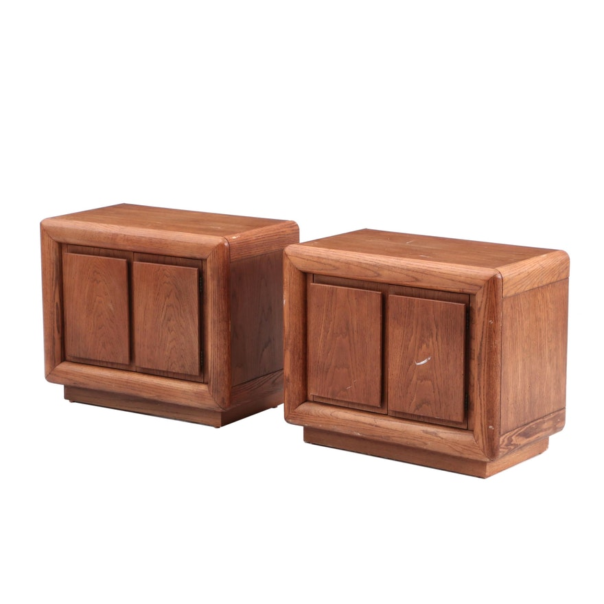 Pair Of Thomasville End Tables In Oak Ebth
