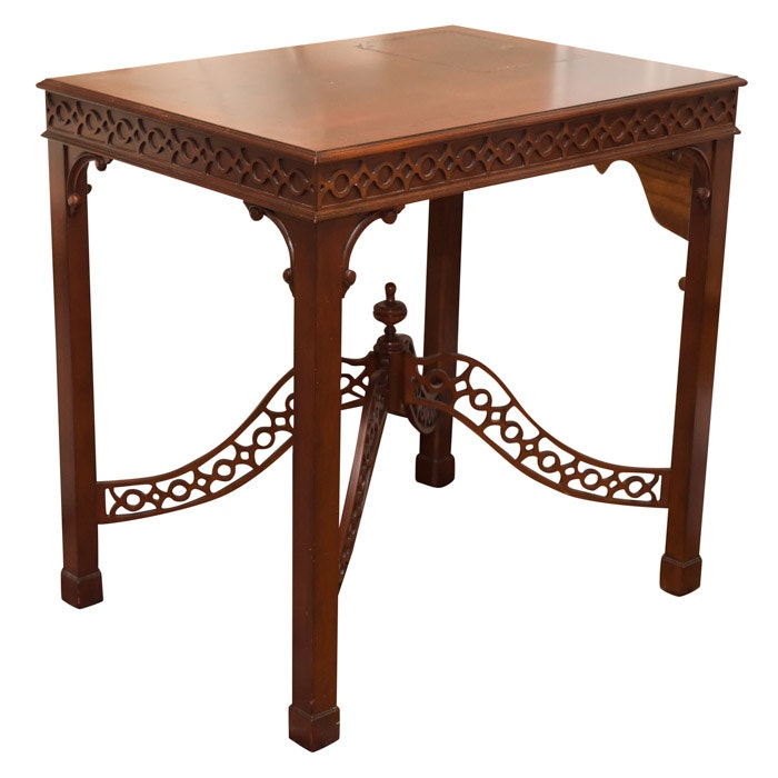Chippendale Style Mahogany Veneer Lamp Table by Ethan Allen, 21st Century