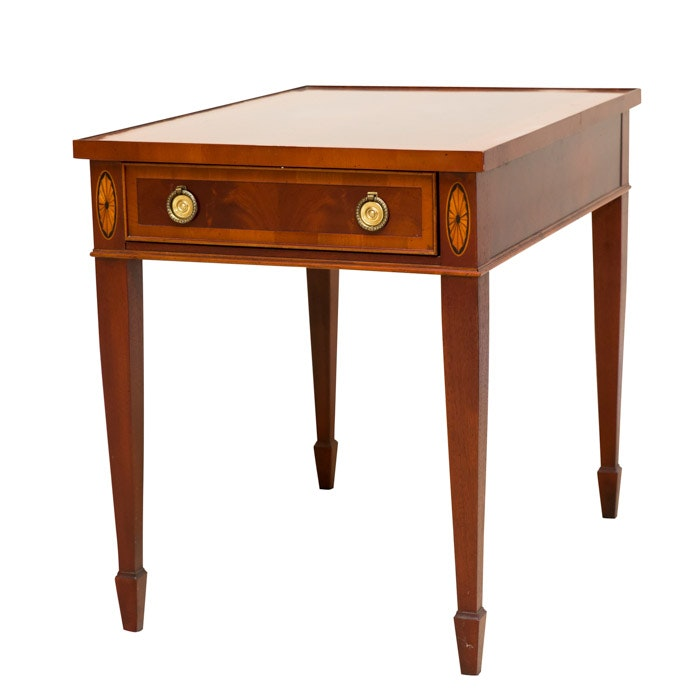 Federal Style Mahogany Veneer End Table by Hekman, 21st Century