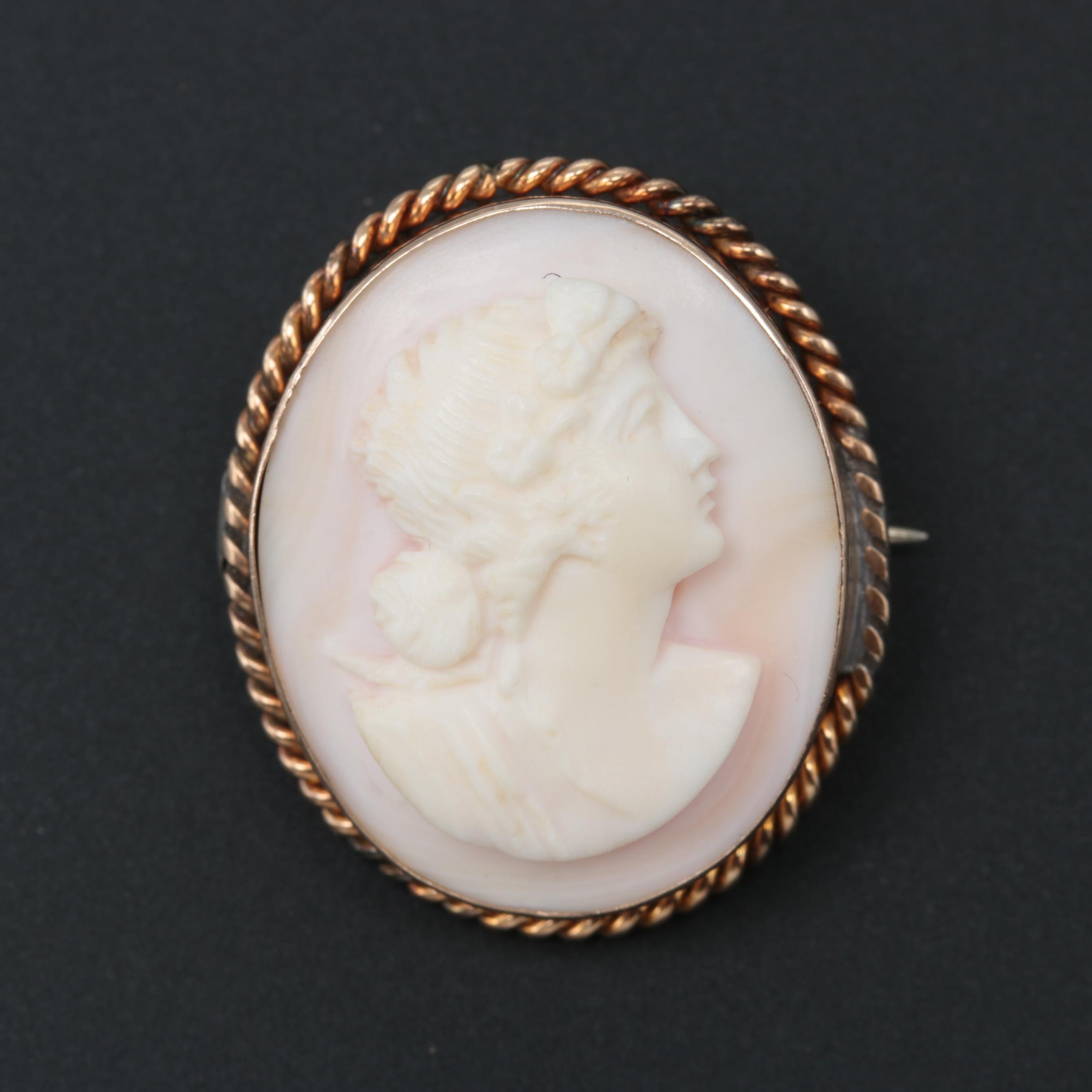 Vintage 10K Yellow Gold Conch Shell Cameo Brooch
