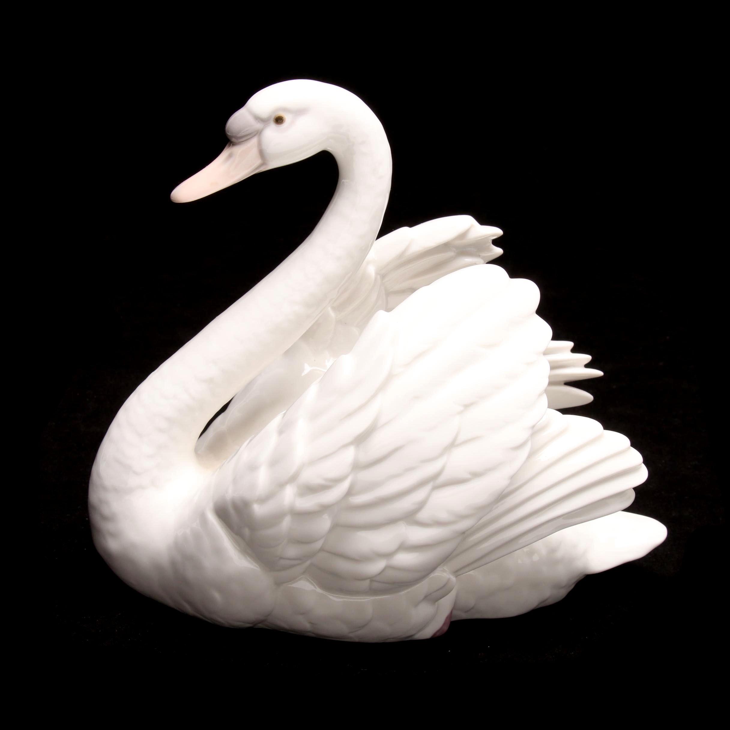 "Lladró ""Swan with Wings Spread"" Porcelain Figurine"