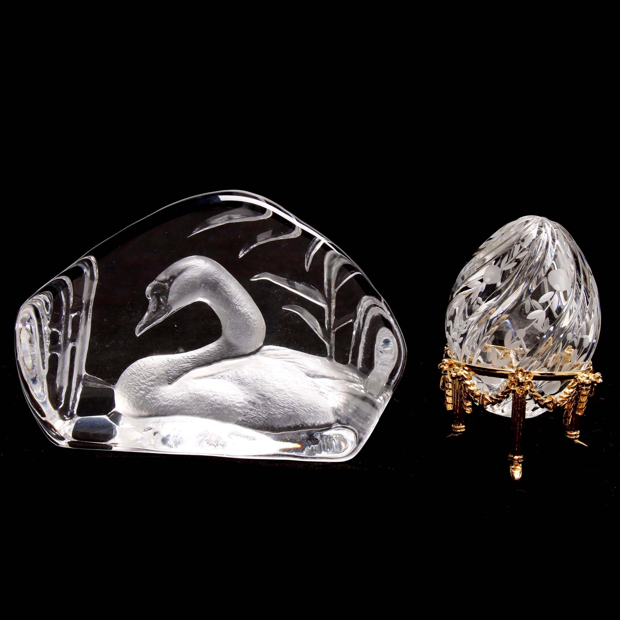Etched Crystal Fabergé Egg with Stand and Mats Jonasson Crystal Paperweight
