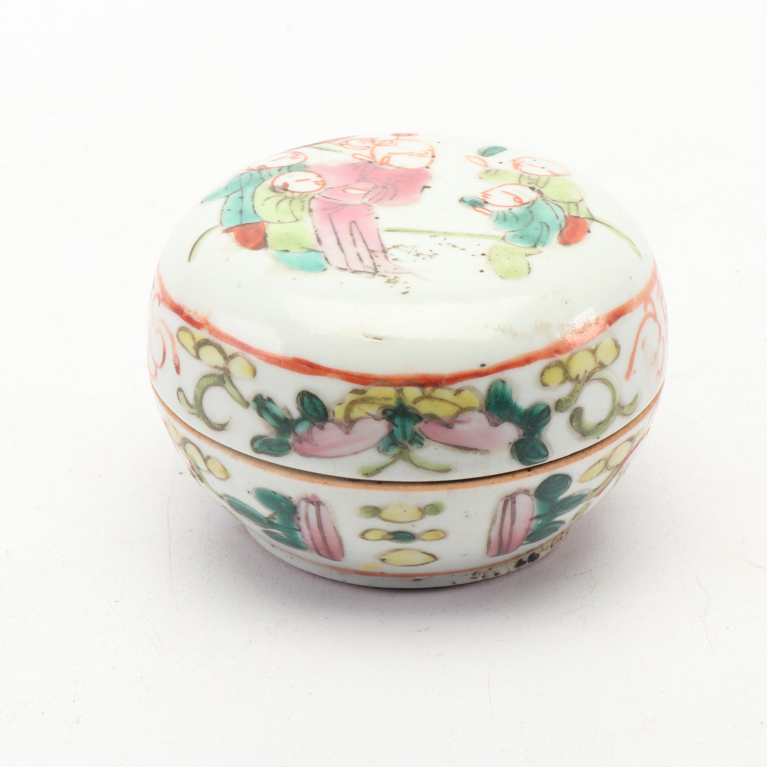 Chinese Hand-Painted Porcelain Trinket Box, Qing Dynasty