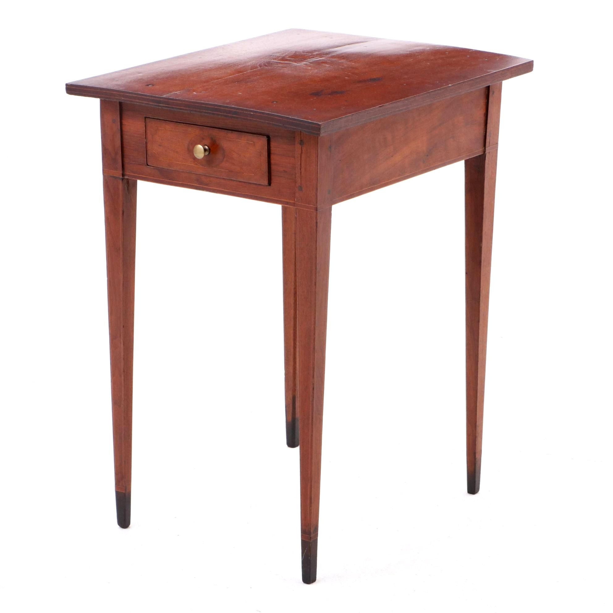 Hepplewhite Walnut Side Table with String Inlay, circa 1820