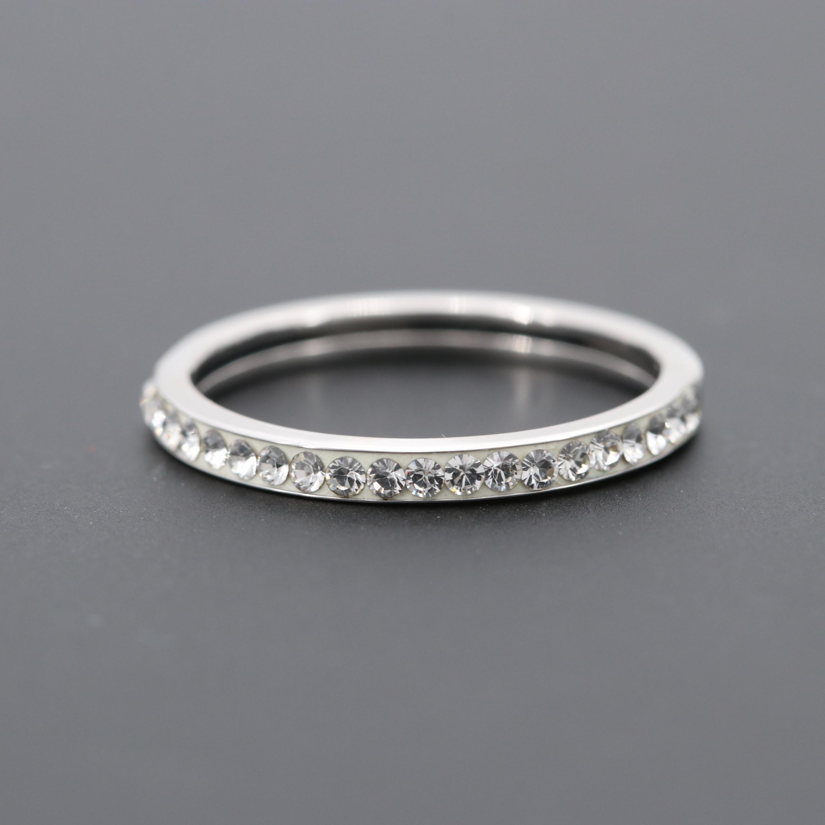 Dyadema 14K White Gold Foilback Glass Ring Band