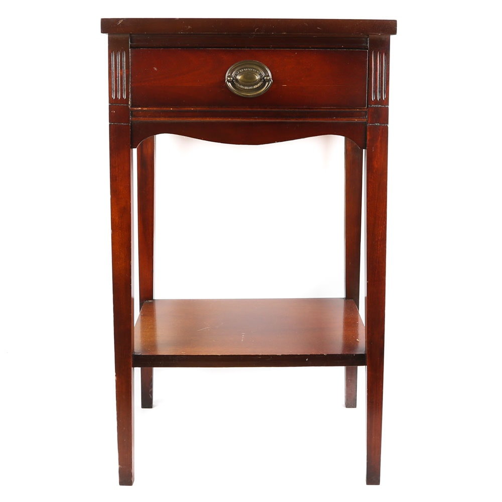 Federal Style Mahogany Side Table, Mid-20th Century