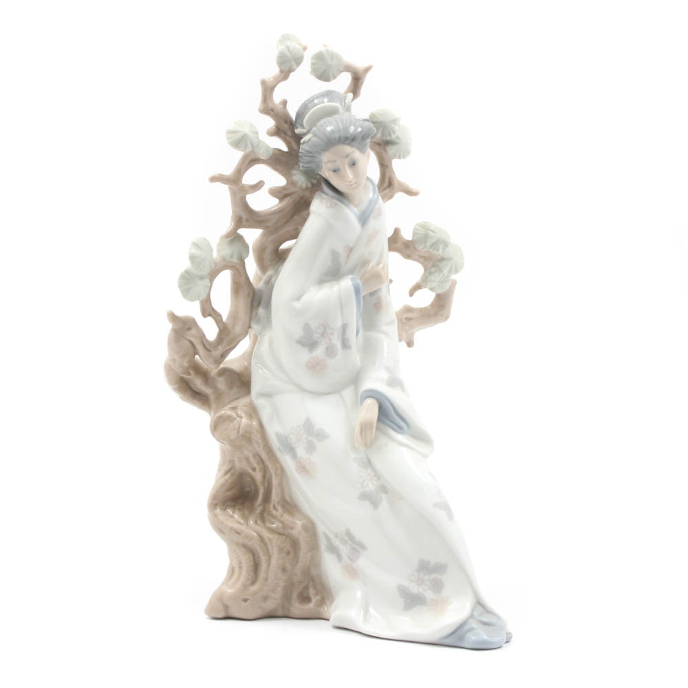 "Lladro ""Geisha"" Porcelain Figurine"