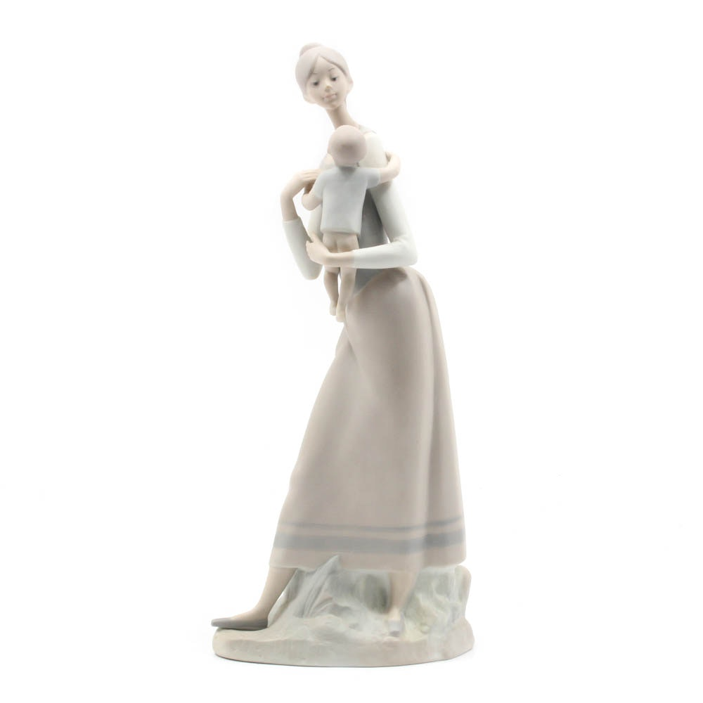 "Lladro ""Mother and Child"" Porcelain Figurine"