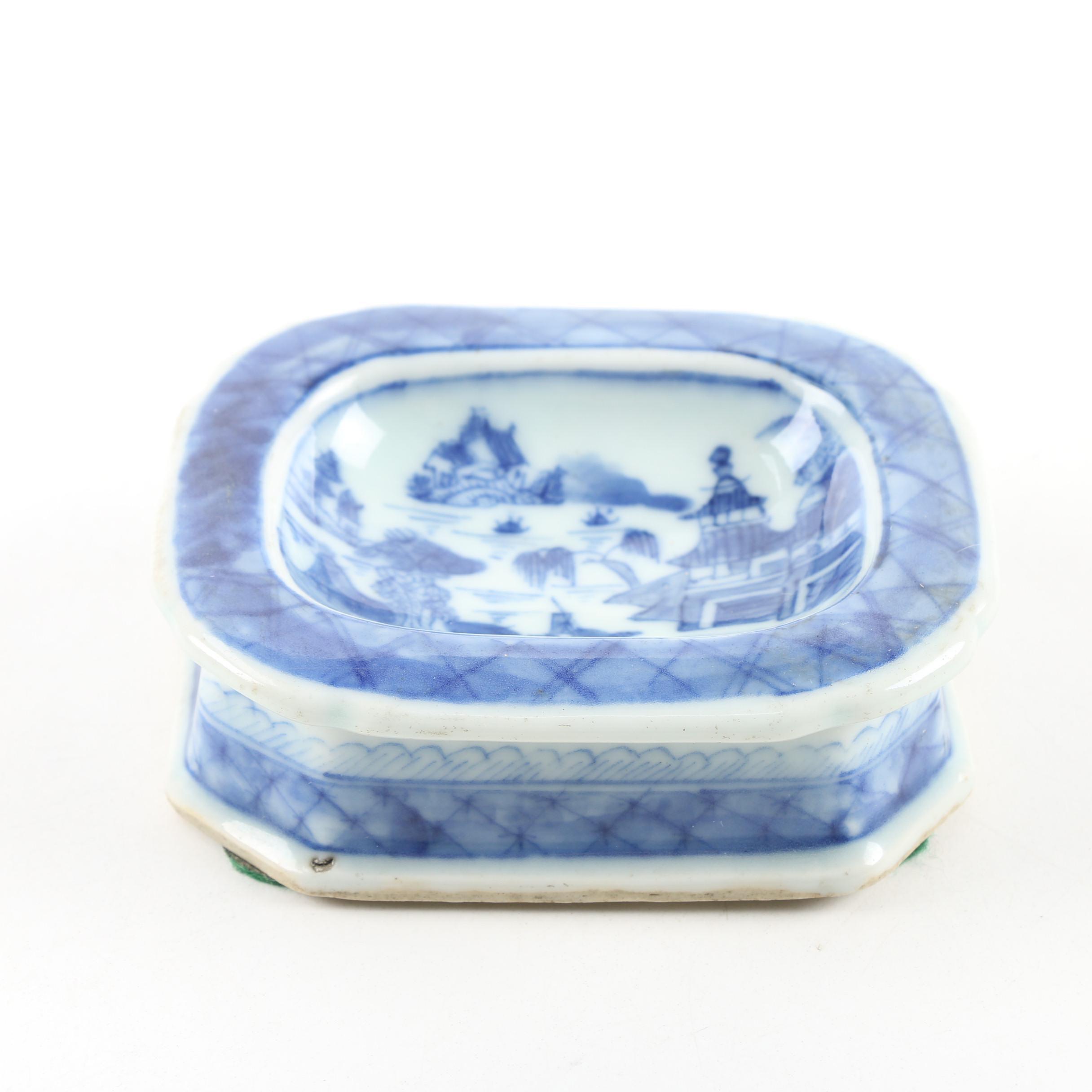 Chinese Export Canton Porcelain Salt Cellar, 19th Century