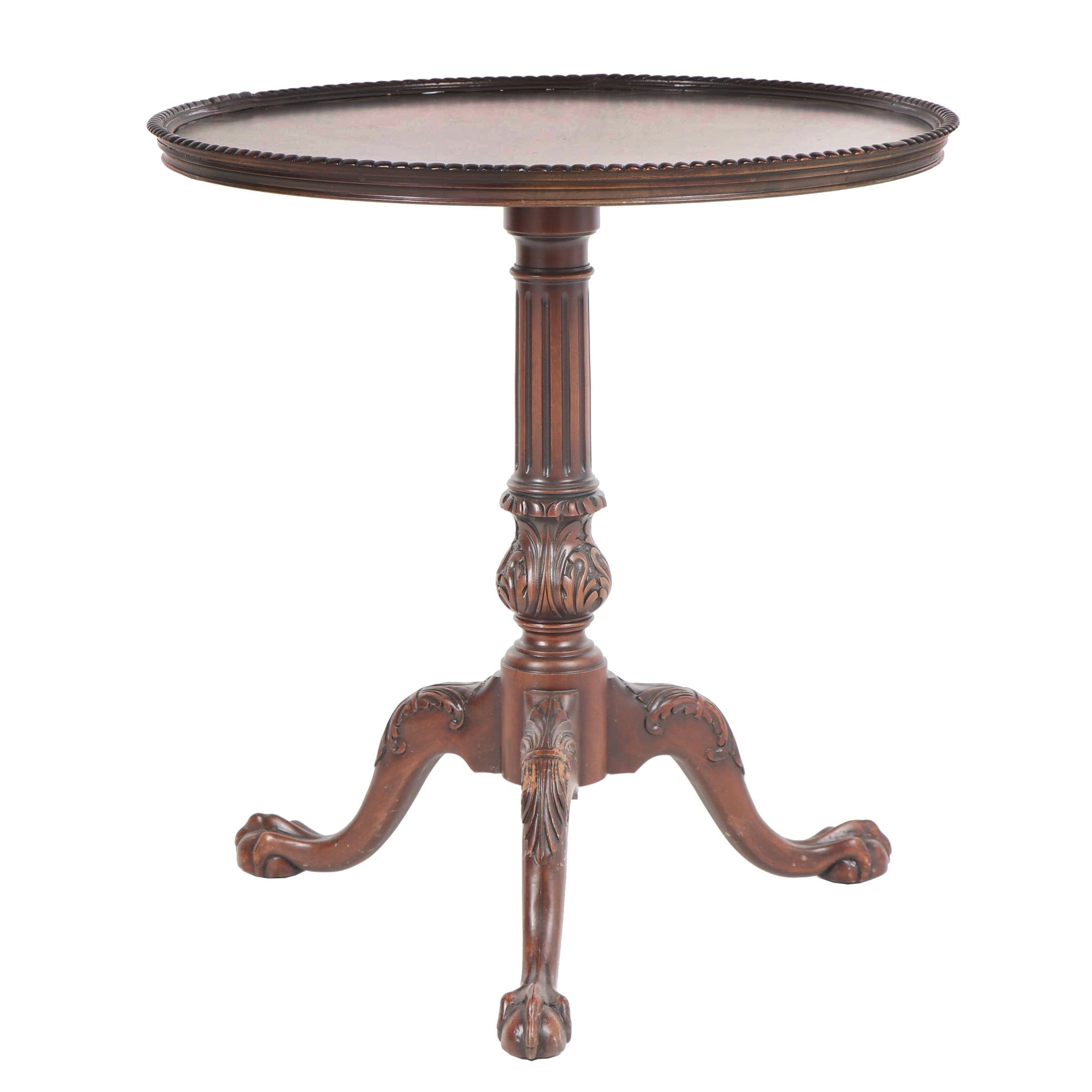 Federal Style Walnut Piecrust Side Table, 20th Century