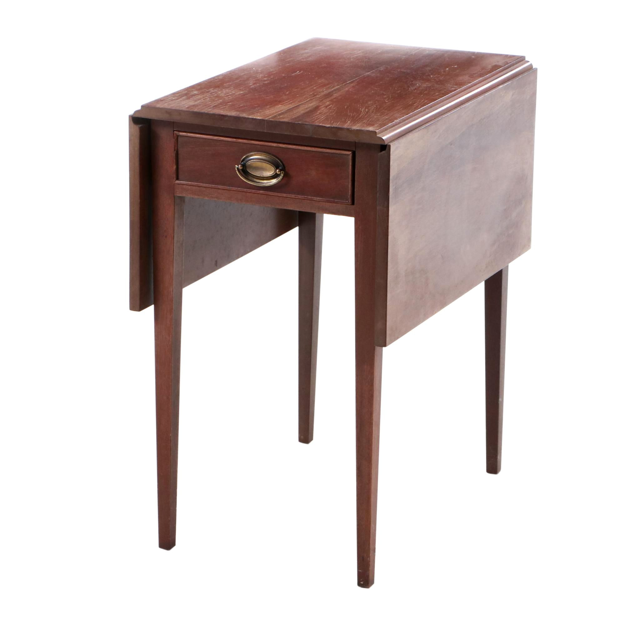 Mid-20th Century Hepplewhite Style Drop Leaf End Table in Mahogany