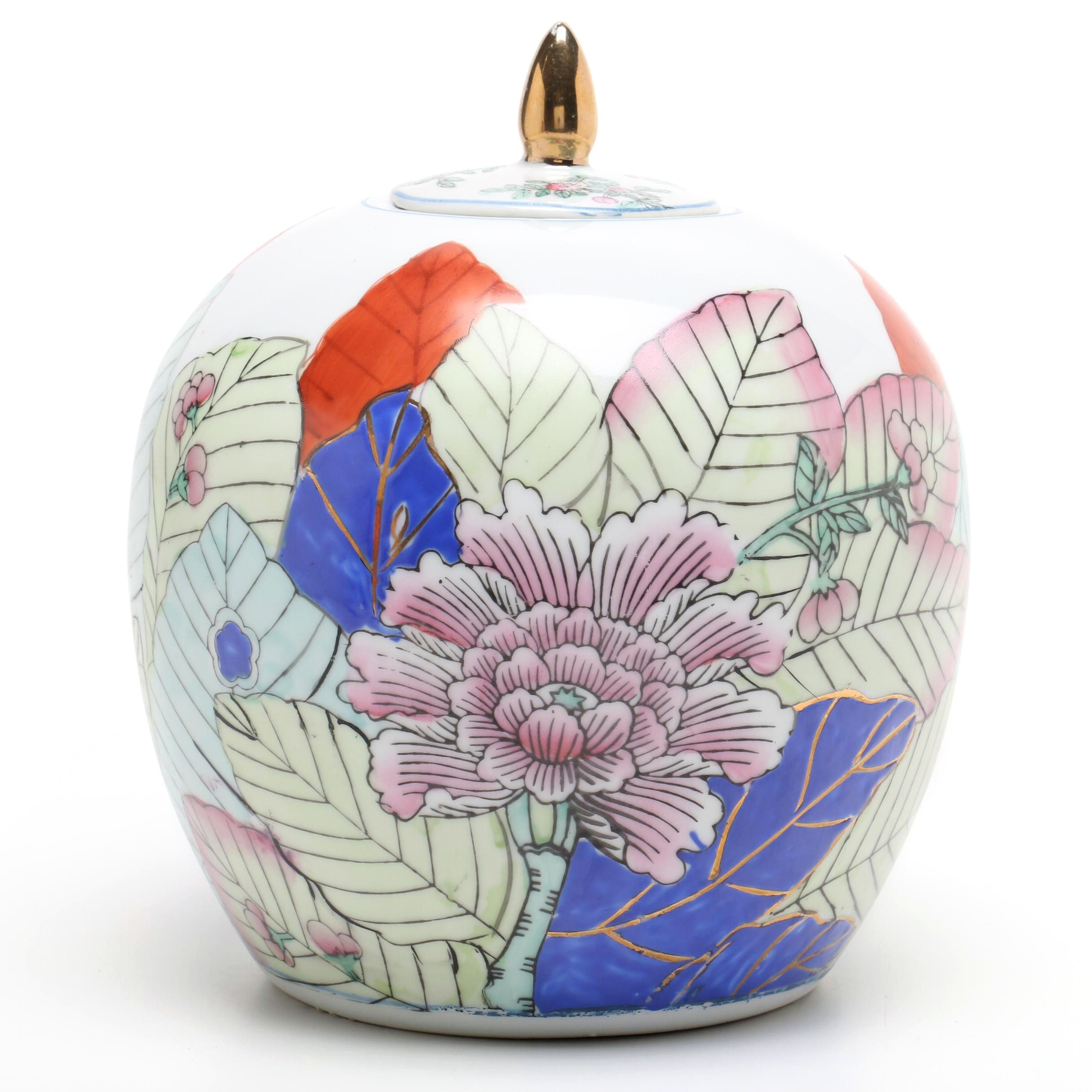 Chinese Tobacco Leaf Patterned Vase with a Married Lid