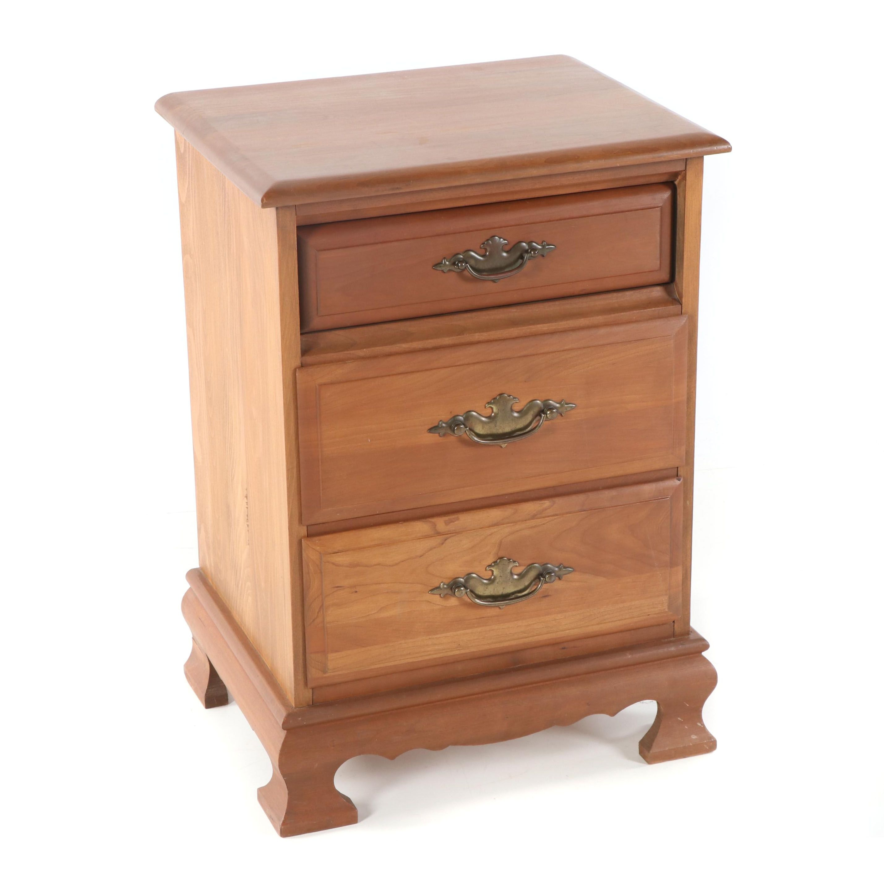 Federal Style Maple Three-Drawer Nightstand, 21st Century