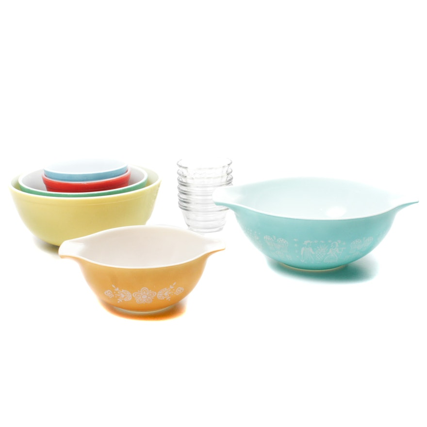 Vintage Pyrex Mixing Bowls and Custard Cups