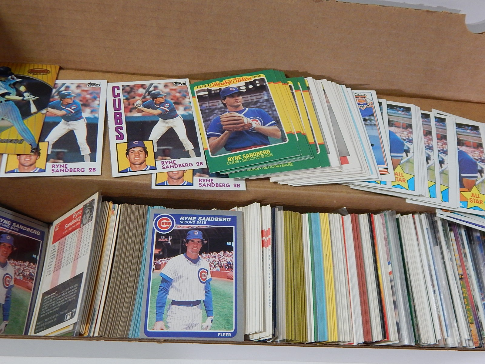Over 300 Hall of Fame Ryne Sandberg Baseball Cards with Rookies and Inserts