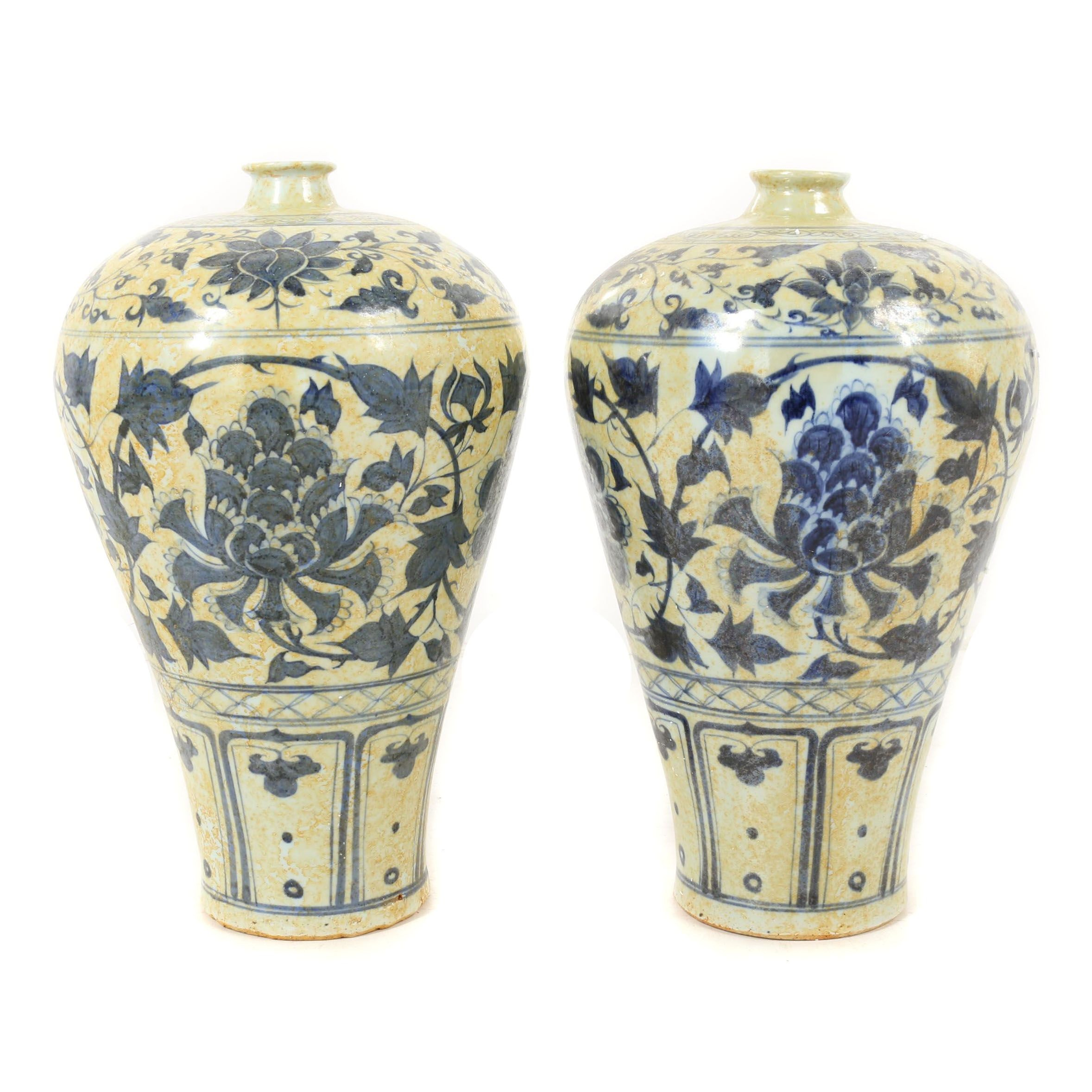 Chinese Hand-Painted Blue and White Foliate Pattern Floor Vases