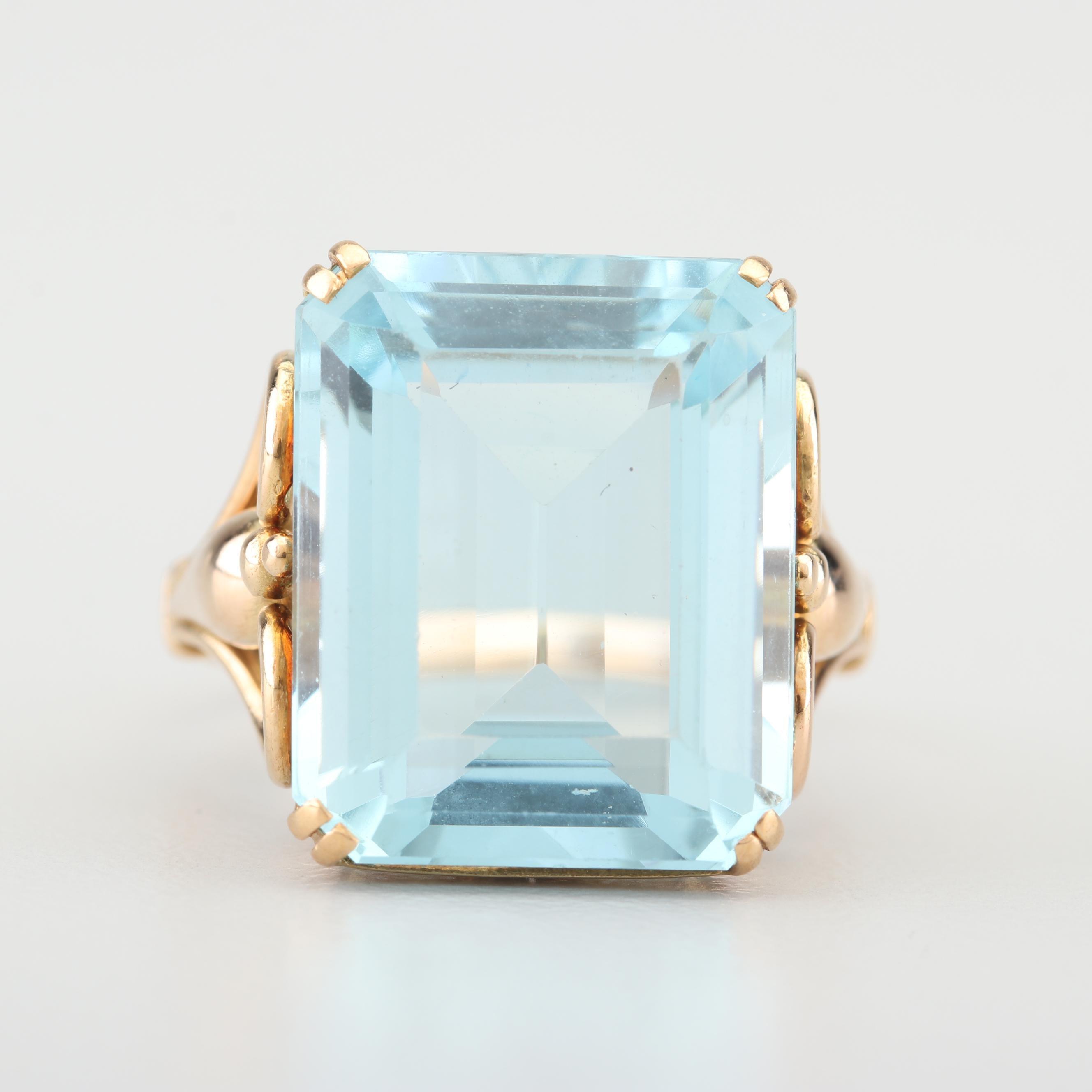 18K Yellow Gold and 14.25 CT Aquamarine Ring