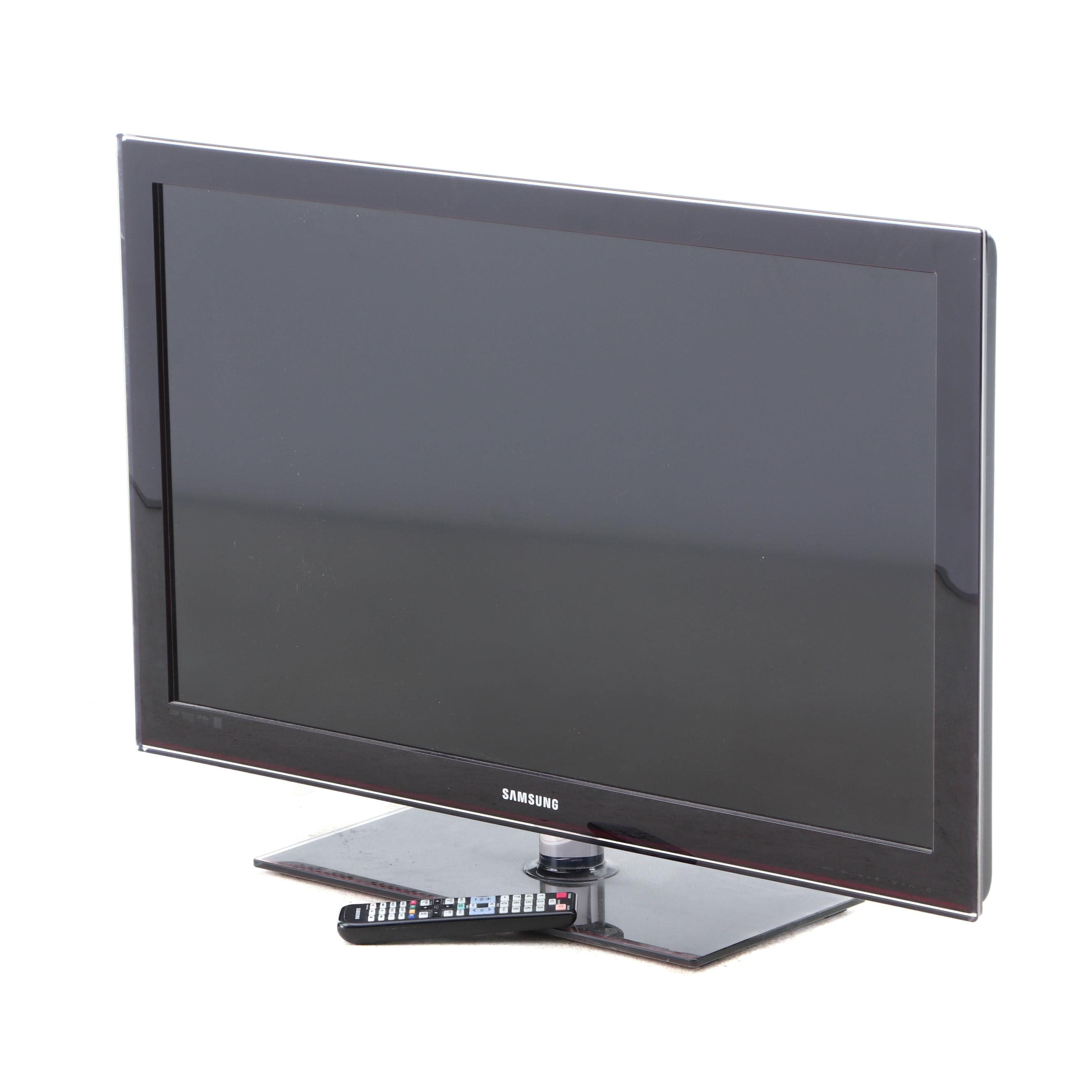 """40"""" Samsung C550 Series LCD Flatscreen Television with Stand and Remote"""
