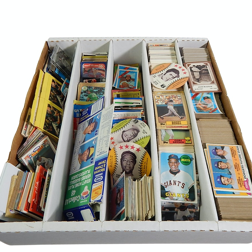 Large Sports Card Collection With Over 2000 Baseball Cards