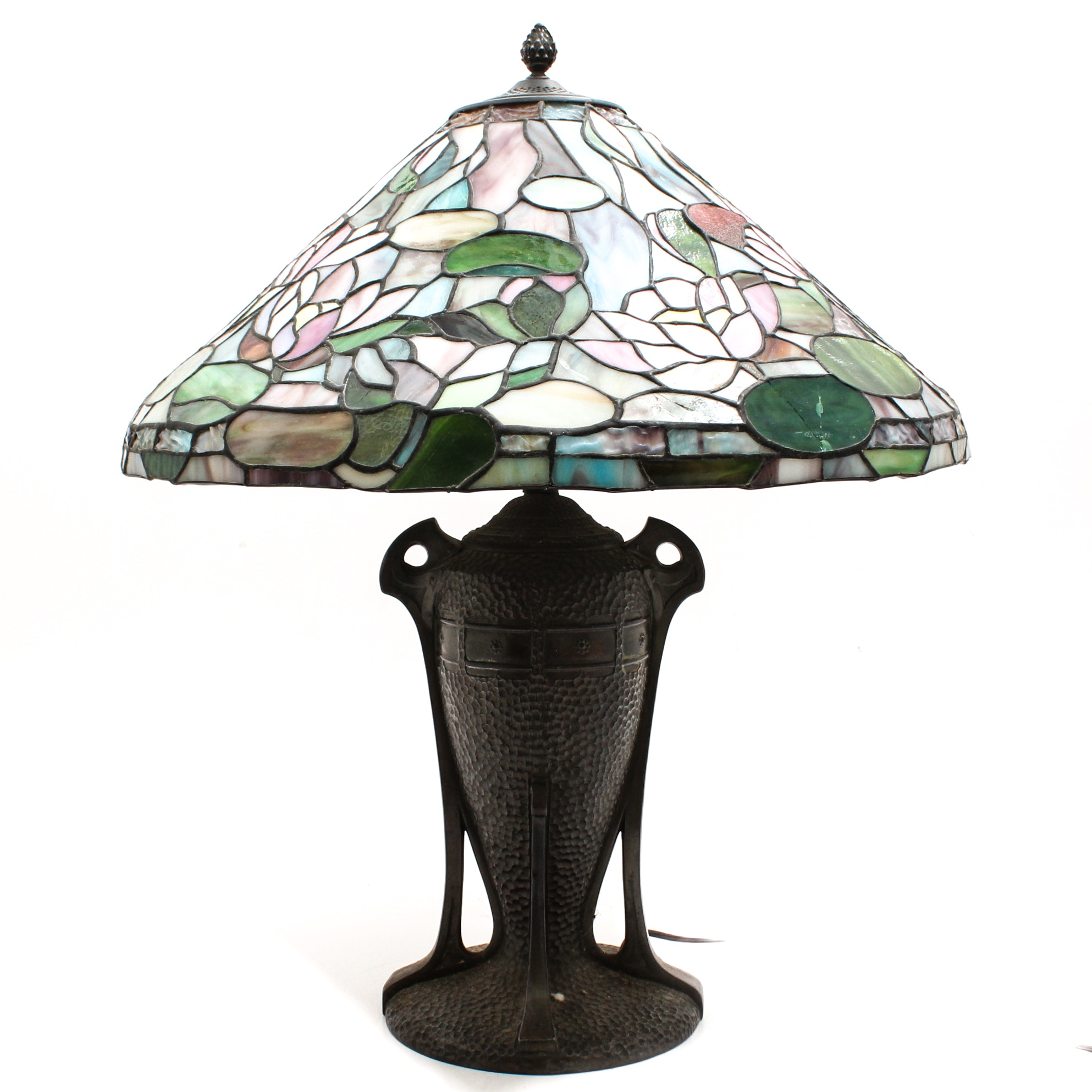 Tiffany Style Lamp with Waterlily Stained Glass Shade