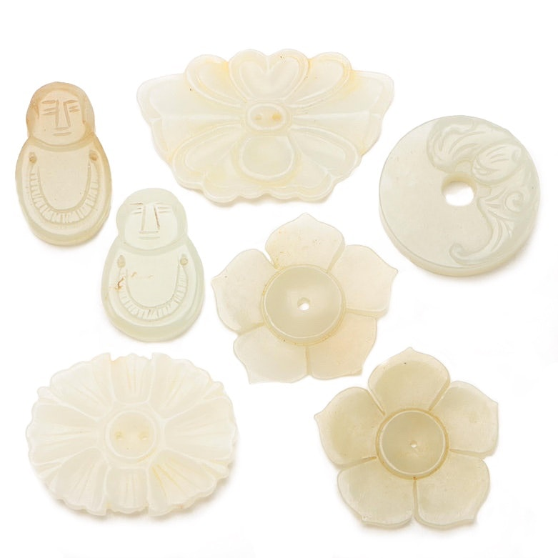 Chinese Carved Bowenite Buttons