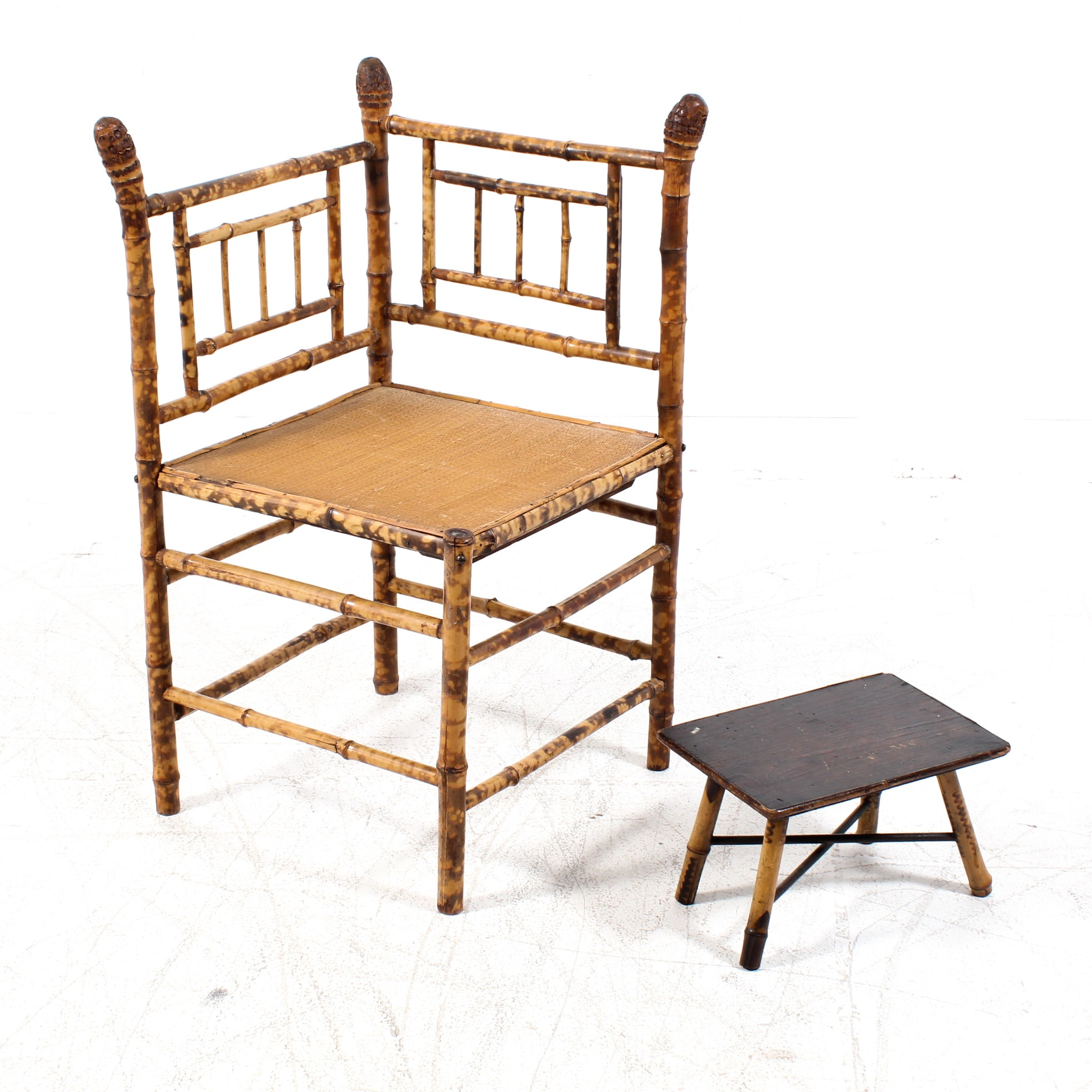 Bamboo Corner Chair with Wootrest